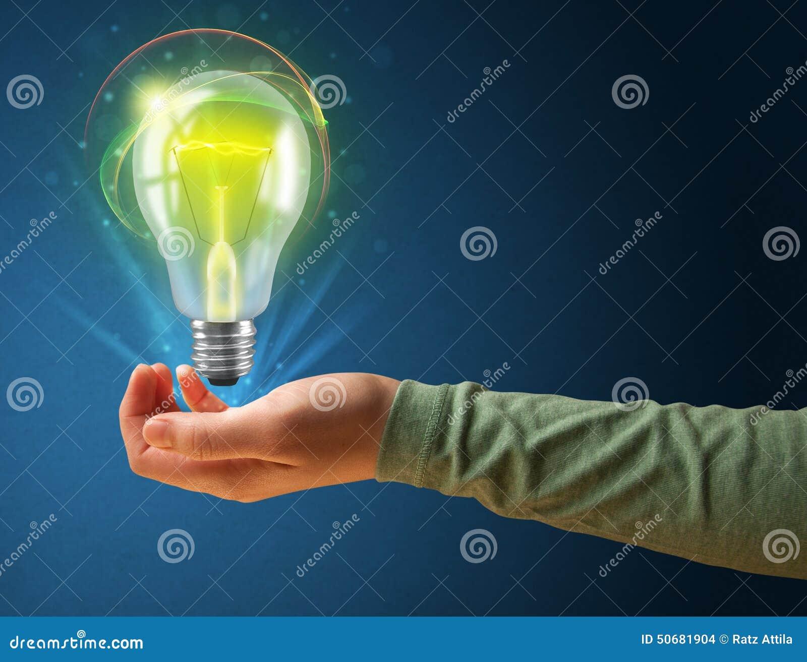 Download 发光的电灯泡在妇女的手上 库存例证. 插画 包括有 偶然, 玻璃, 背包, 女性, 现有量, 藏品, 暂挂 - 50681904