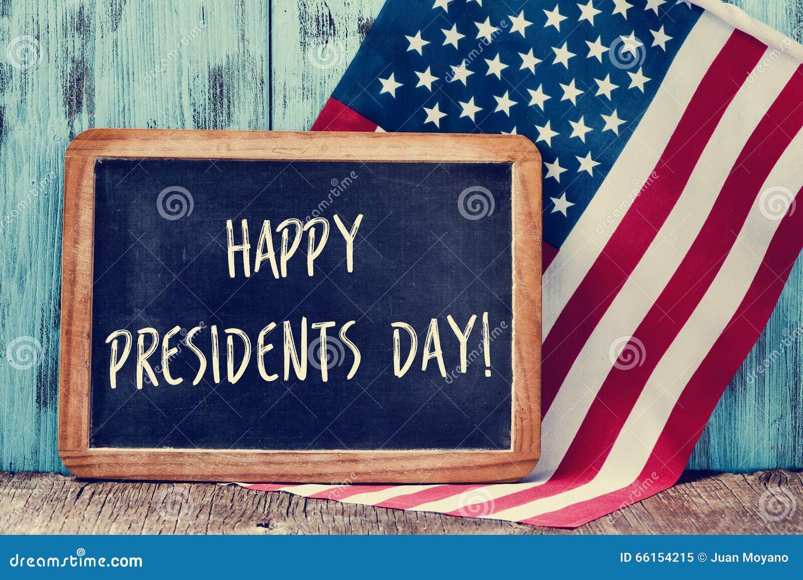 发短信给在黑板和美国的旗子的愉快的总统天