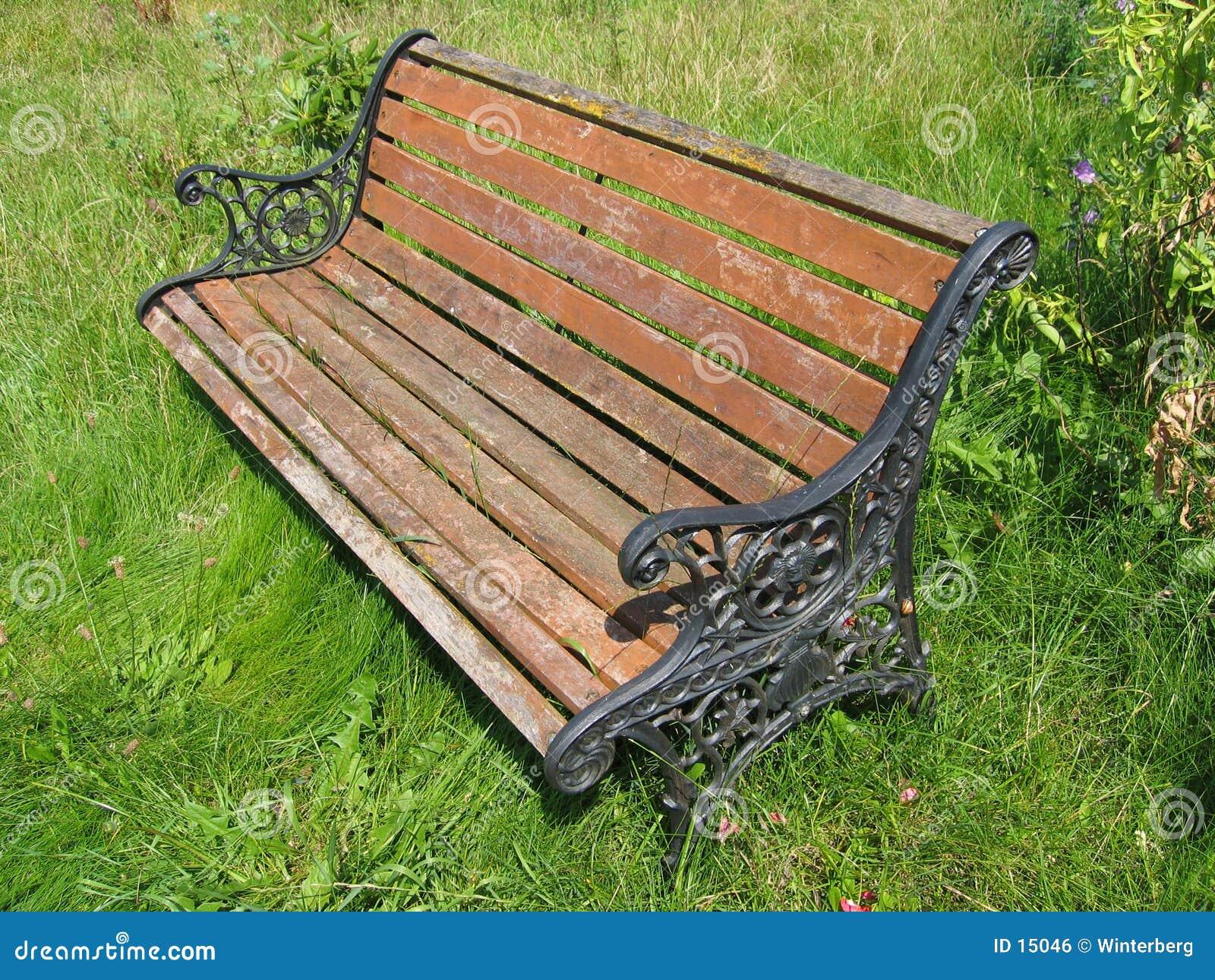 变老的长凳庭院
