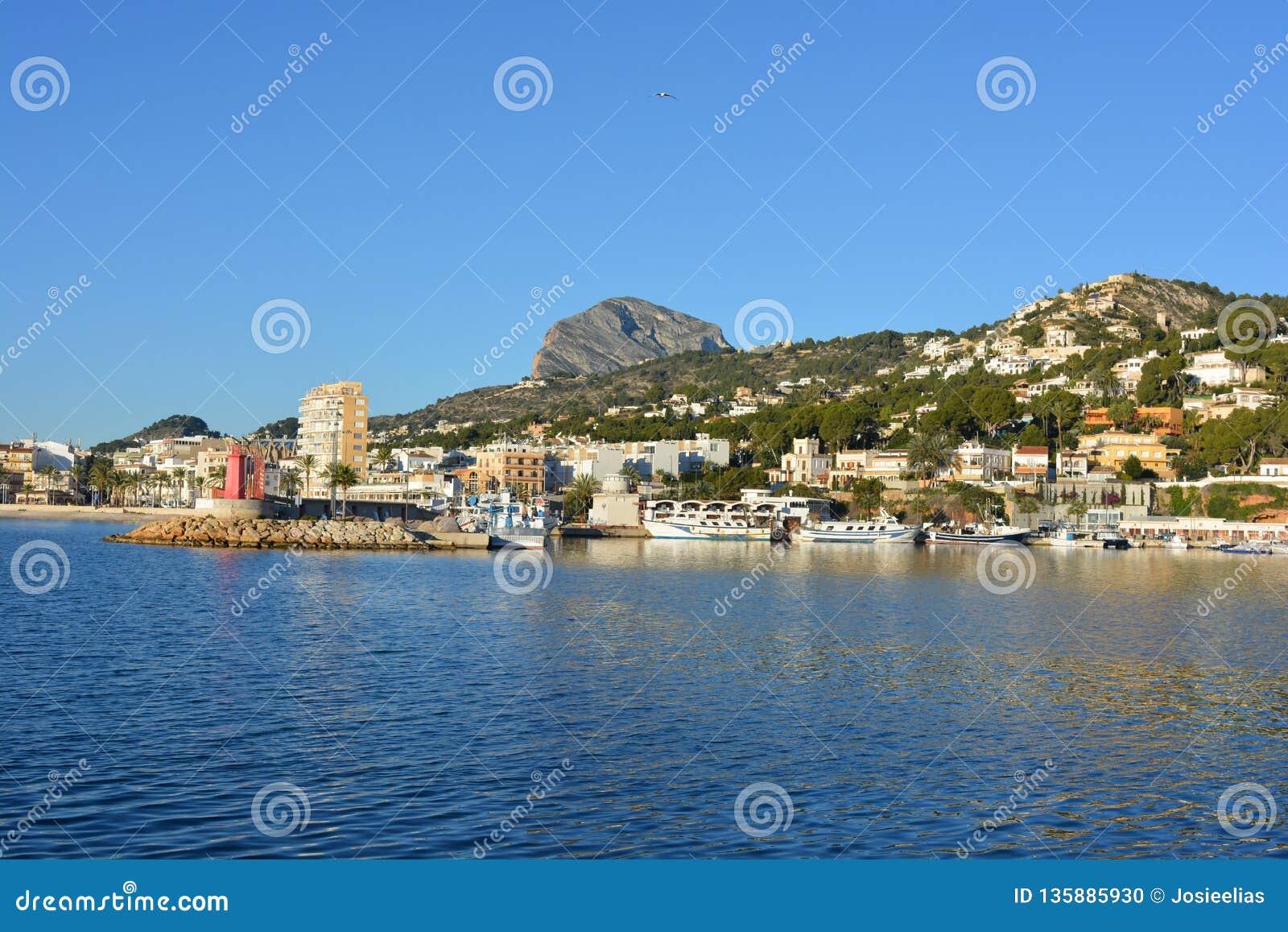 口岸的看法在科斯塔布朗卡的Javea,西班牙