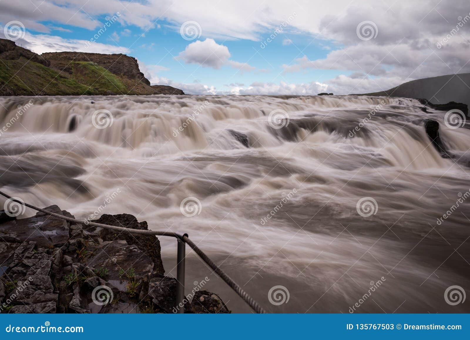 古佛斯瀑布瀑布金黄秋天在冰岛