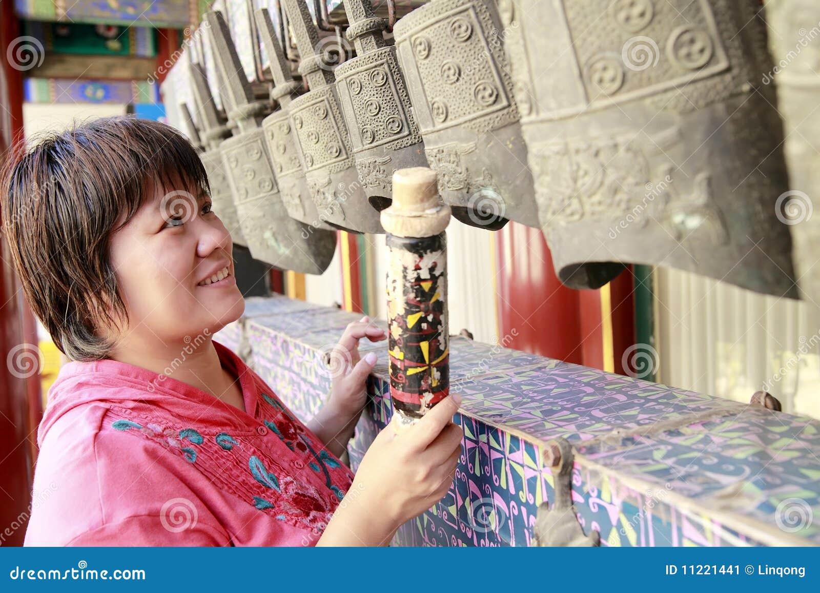 古老古铜色编钟汉语