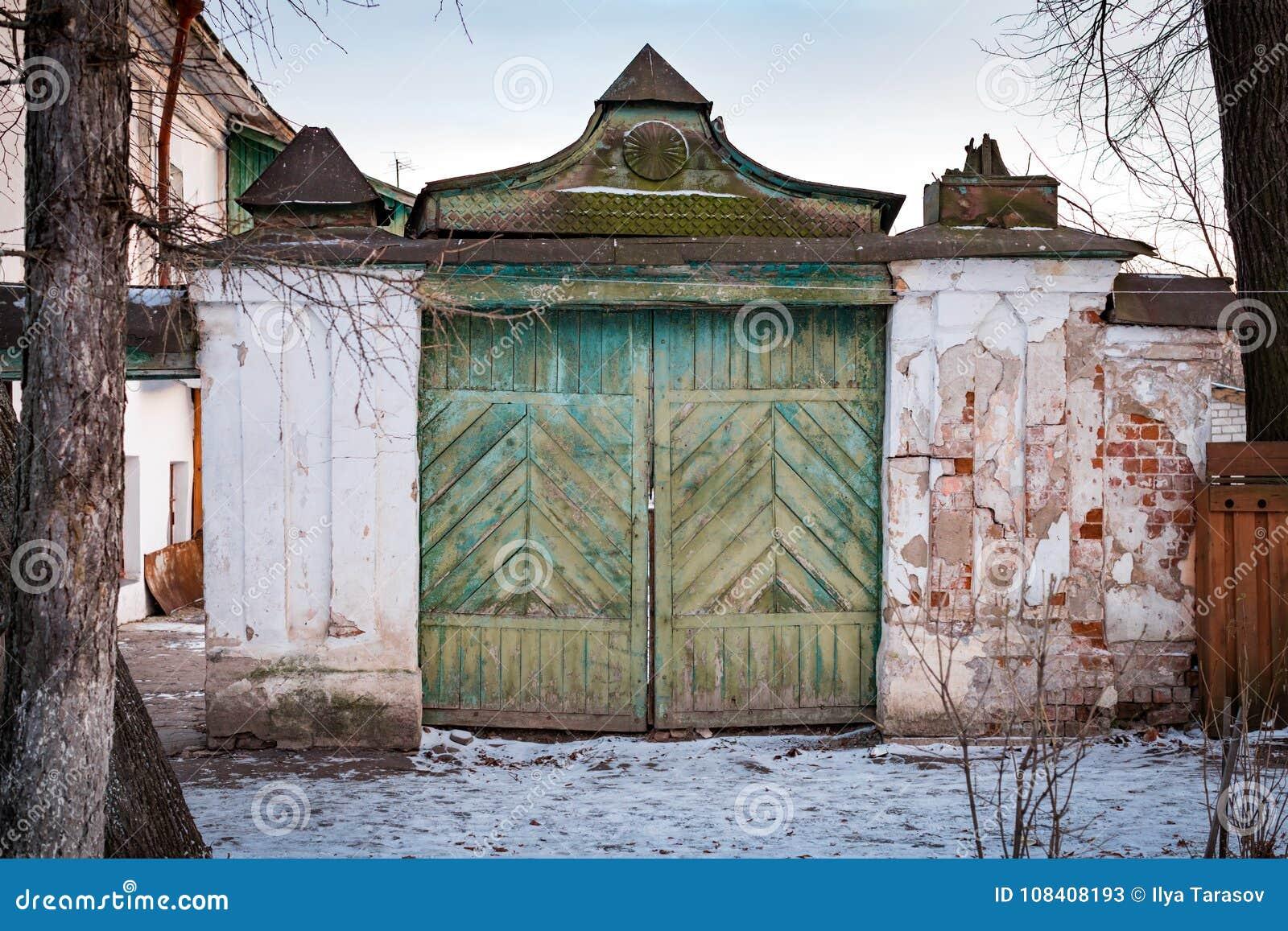 古老木入口门在苏兹达尔 俄国