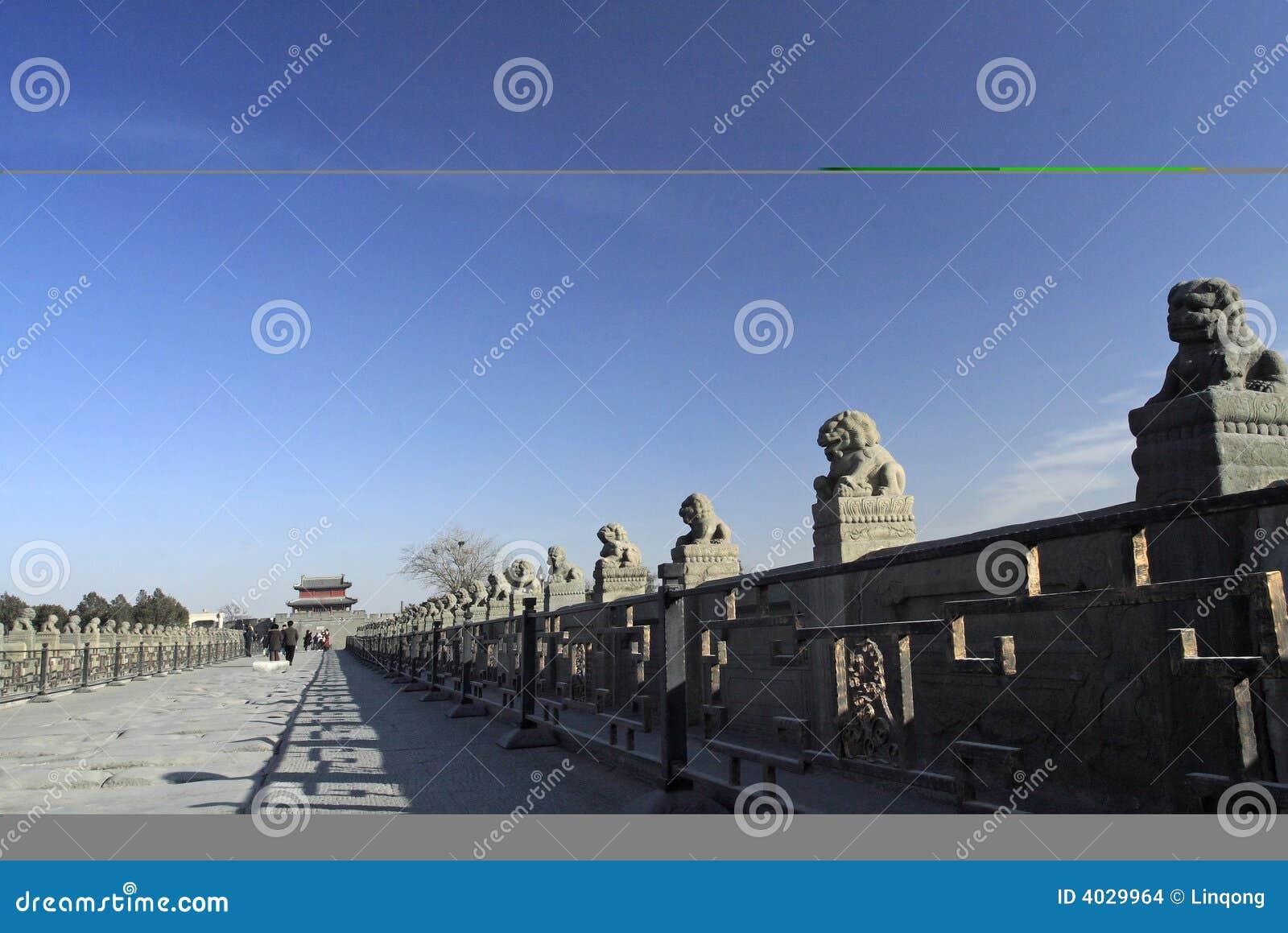 古老桥梁瓷