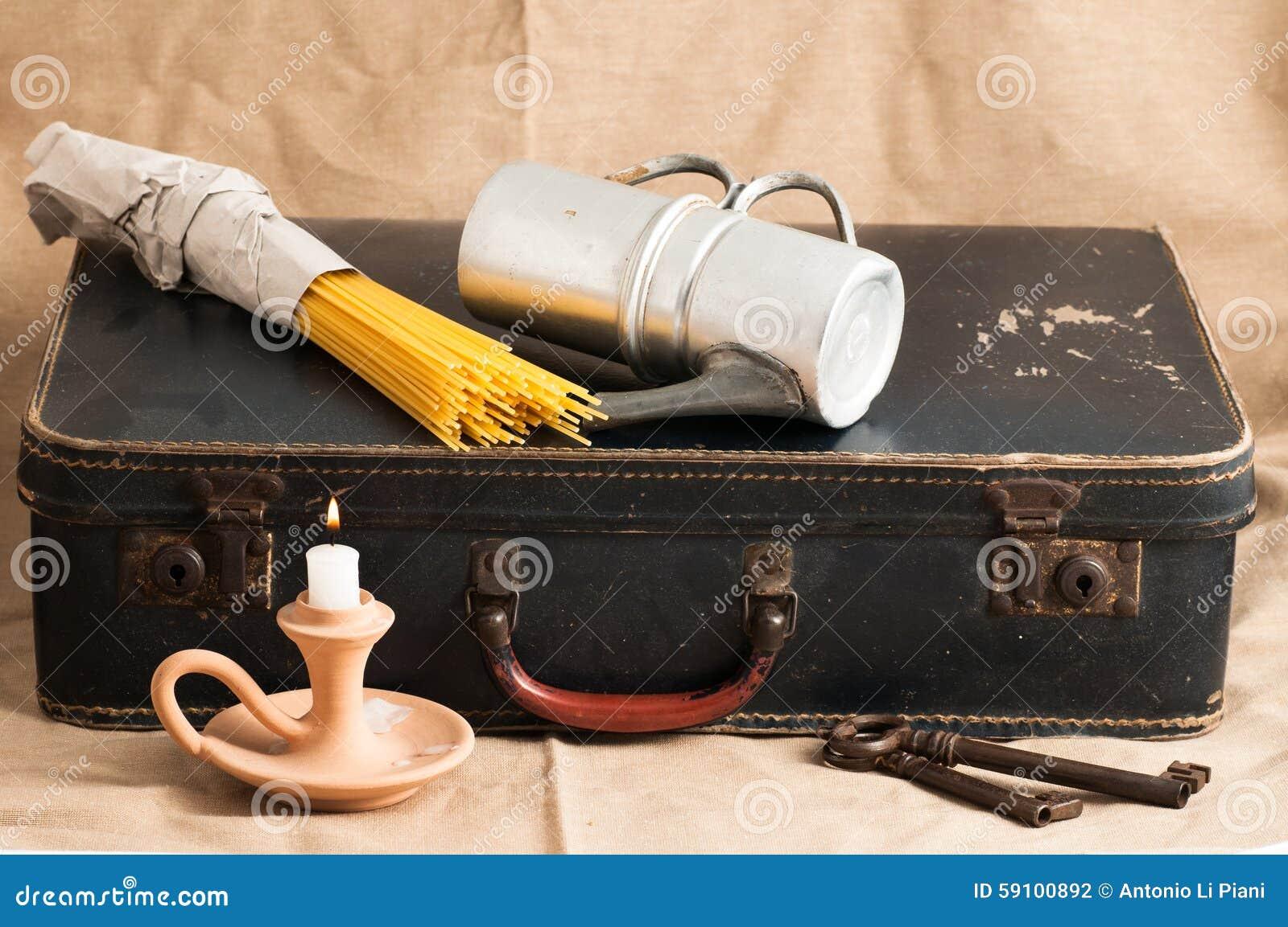 古老纸板手提箱