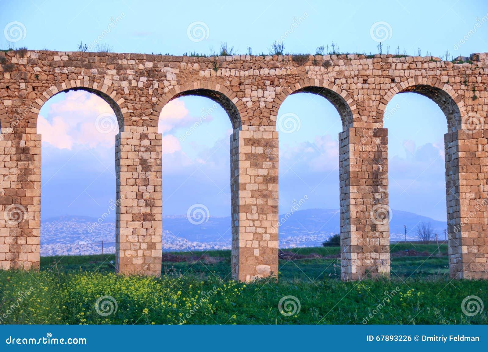 古老罗马渡槽的遗骸