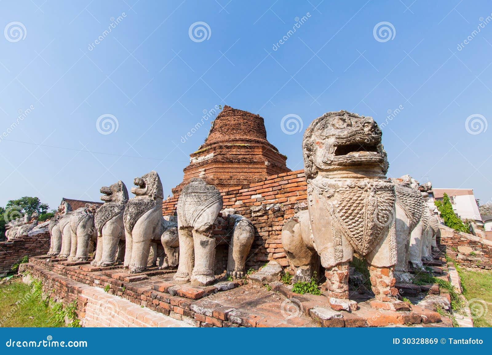 在Ayutthaya历史公园,泰国破坏狮子雕象