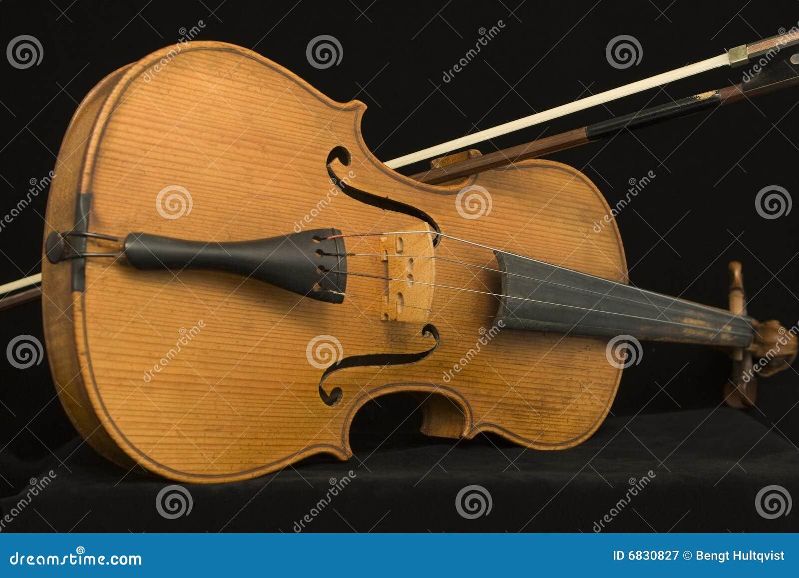 古色古香的弓小提琴