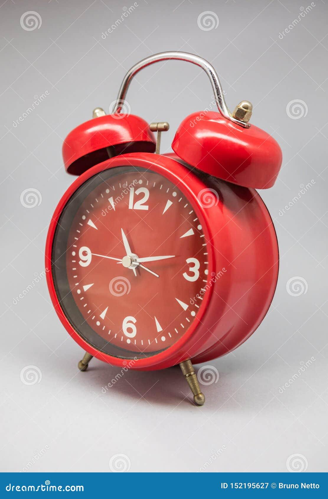 古色古香的时钟和闹钟