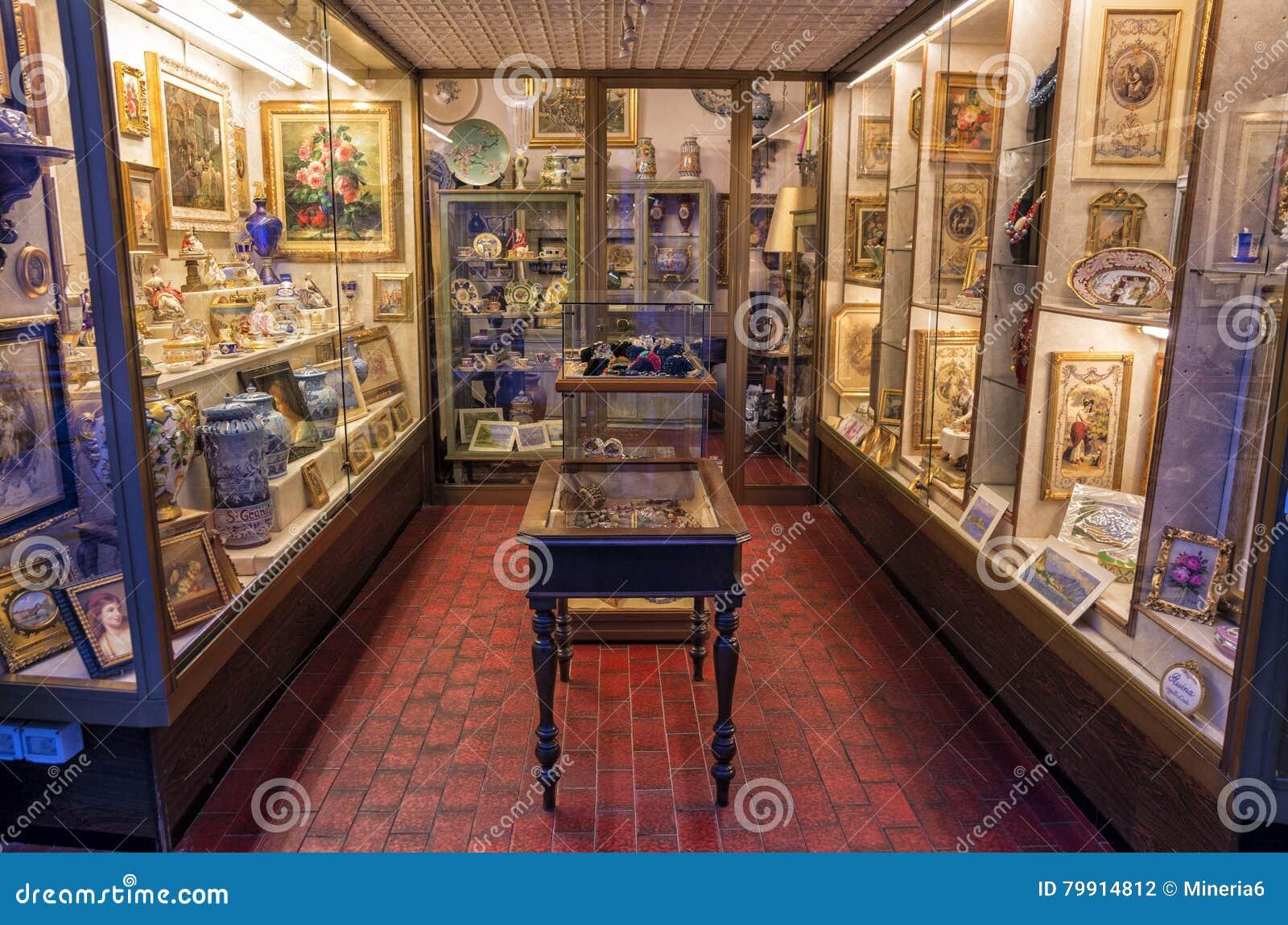 古色古香的陶瓷和瓷瓦器商店,意大利