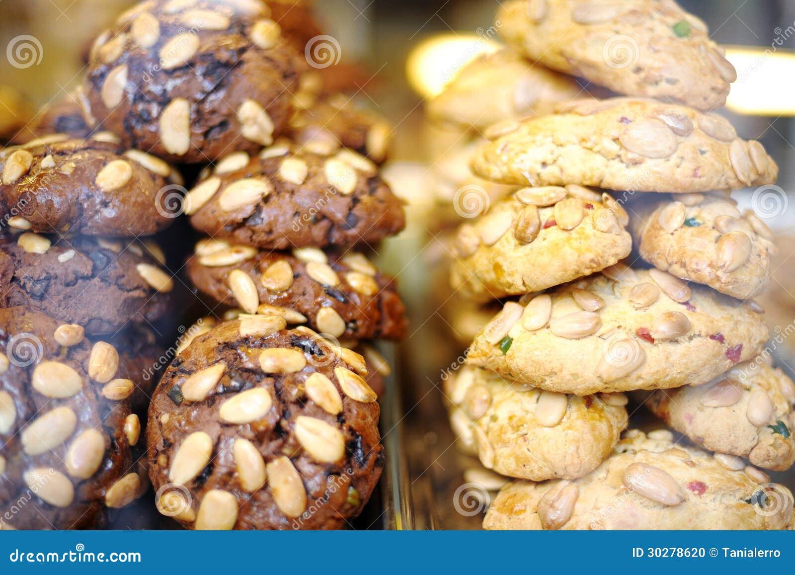 意大利曲奇饼用杏仁巧克力和糖果