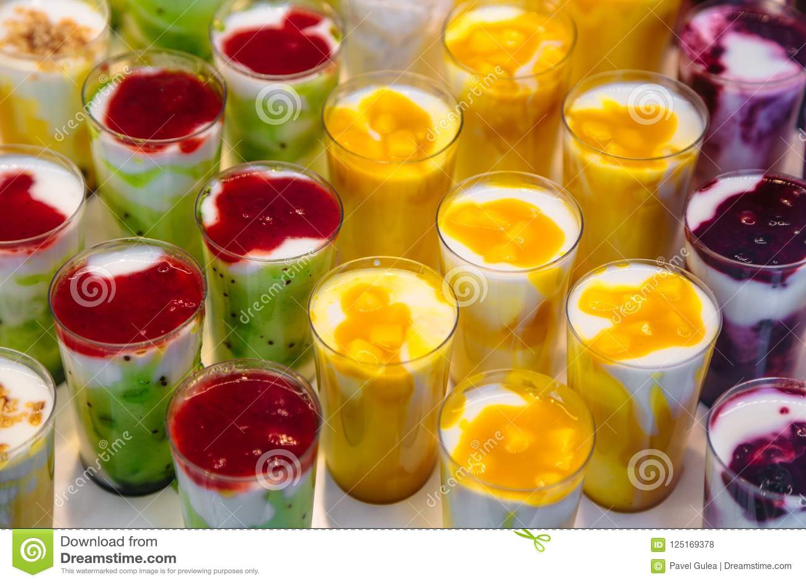可口点心用乳脂干酪或mascarpone和果子