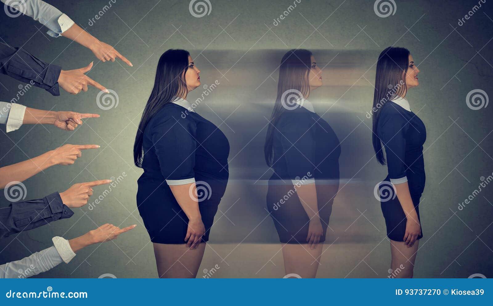 可怕肥胖妇女通过严密的饮食变换她的身体