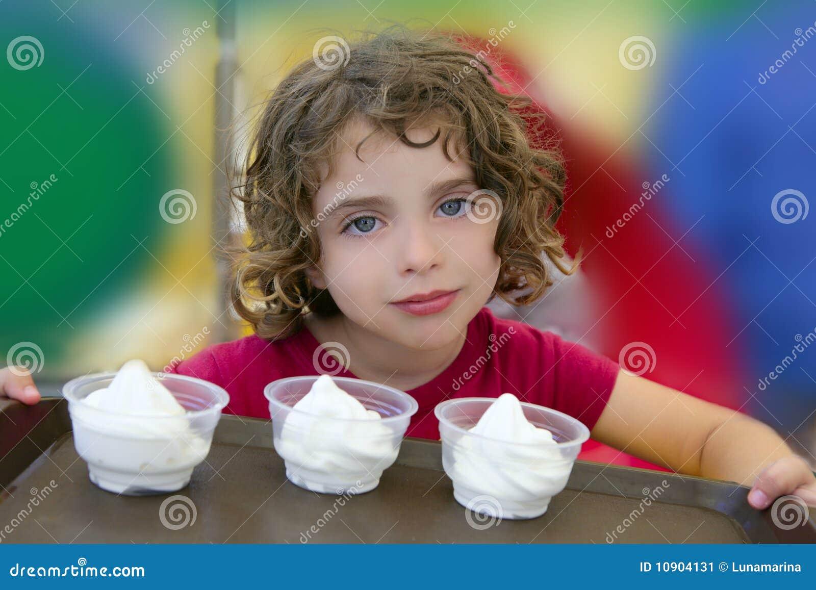 可爱的奶油色女孩藏品冰一点三
