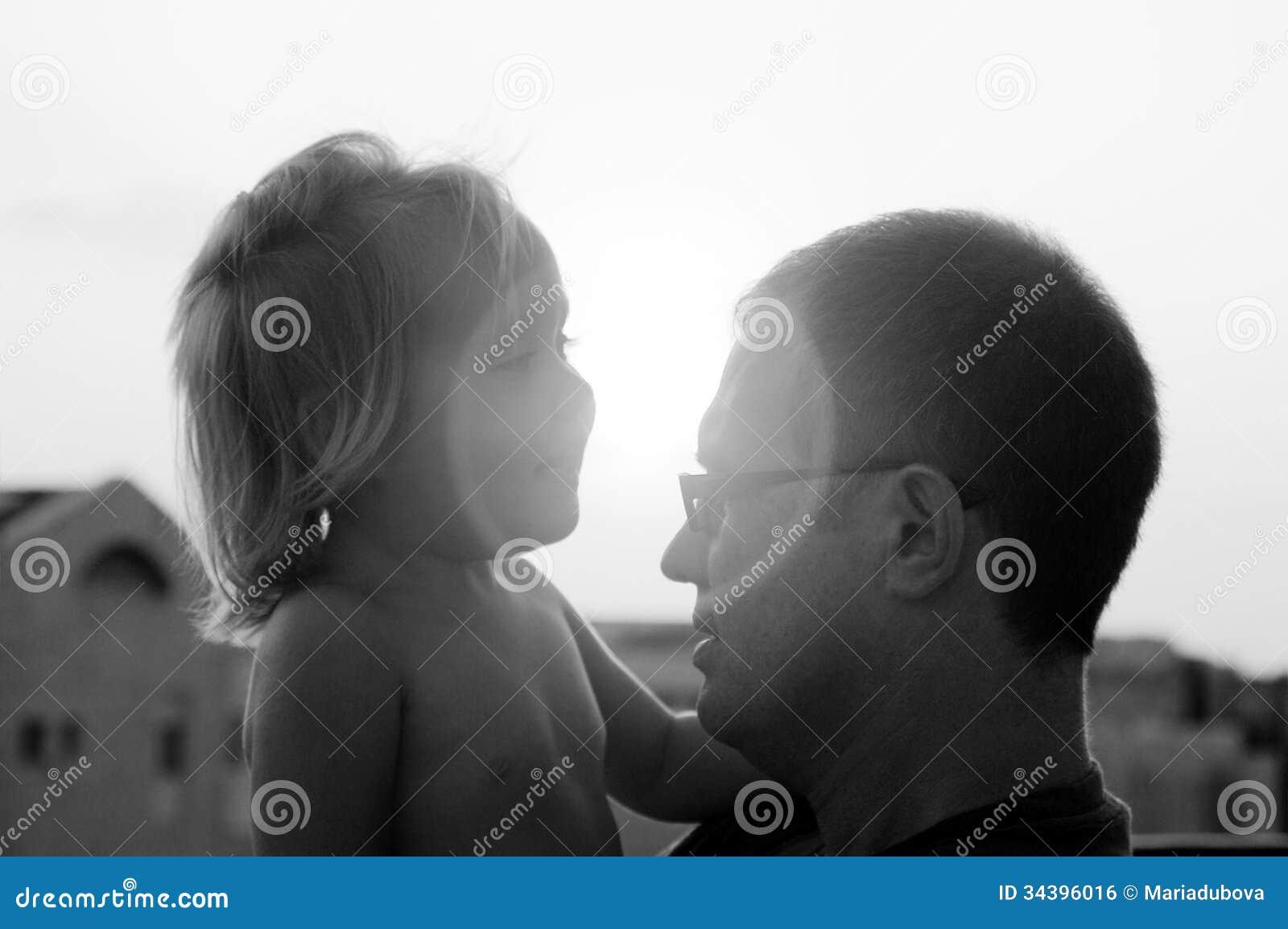 可爱的父亲和女儿