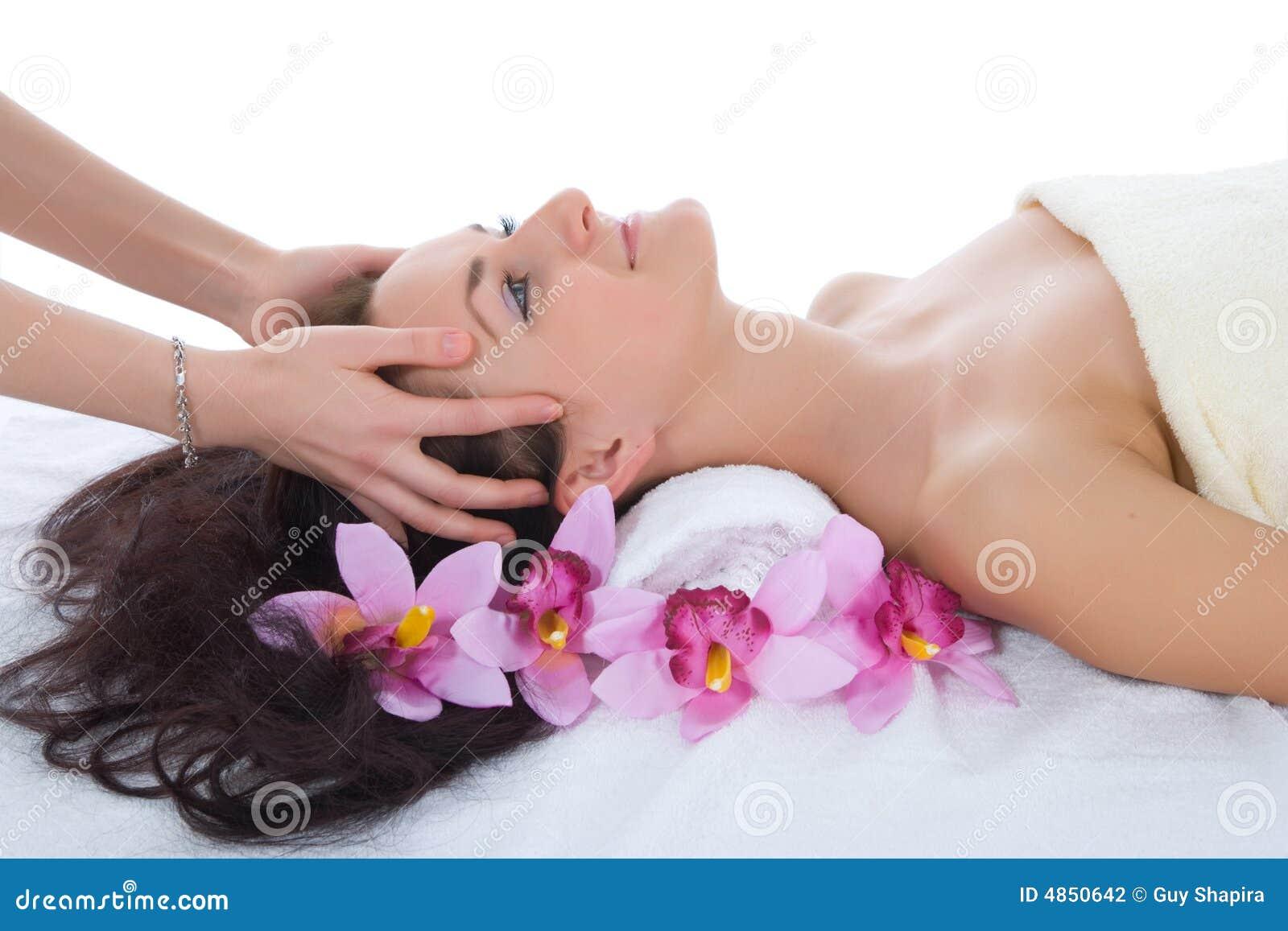 可爱的获得的温泉处理妇女