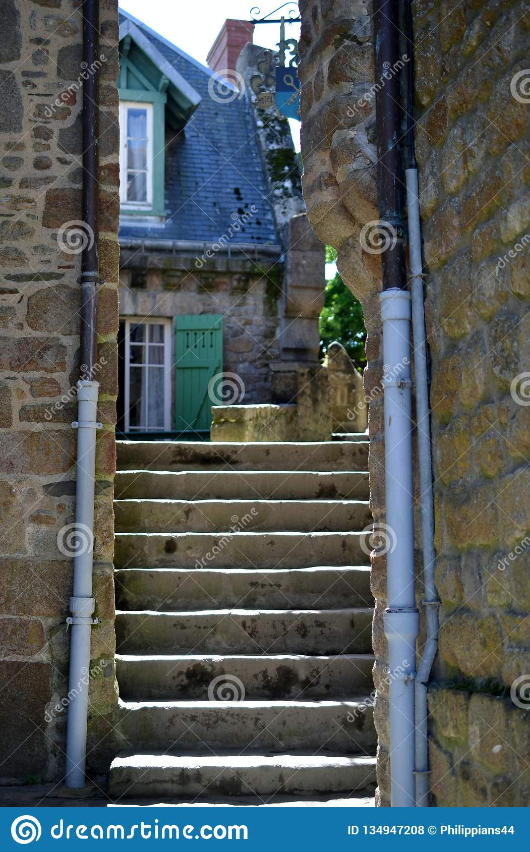 台阶在Mont圣米歇尔,诺曼底,法国北部,欧洲美丽的村庄