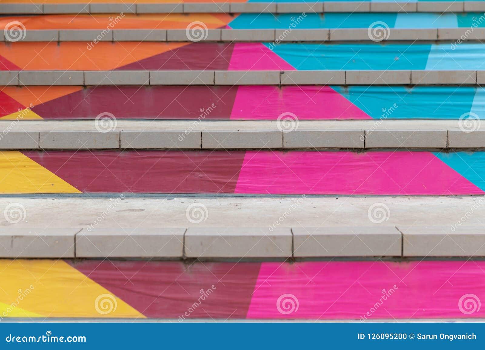 台阶正面图有在抽象五颜六色绘的步的