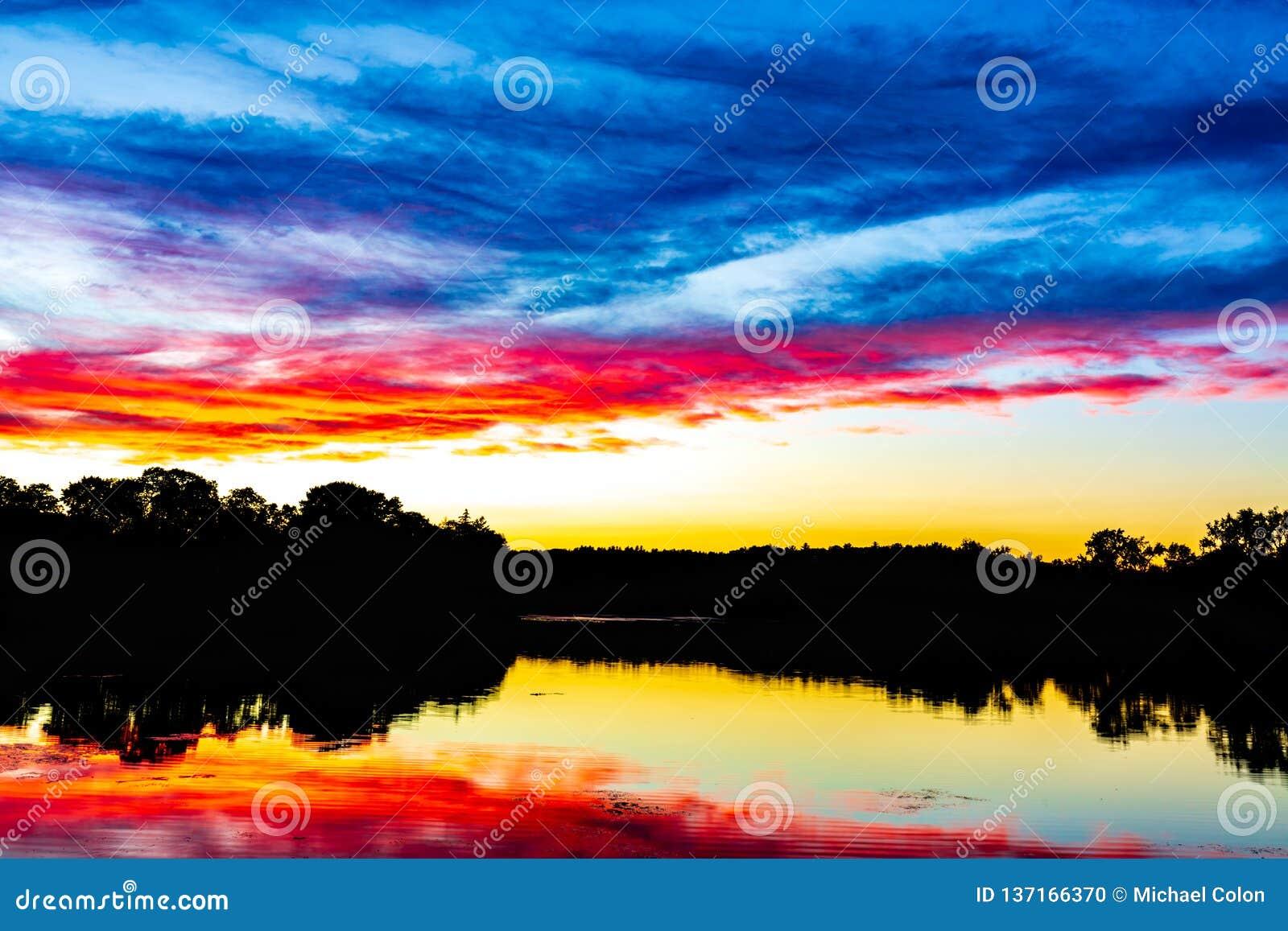 史诗新英格兰日落-侧房池塘玫瑰花马萨诸塞