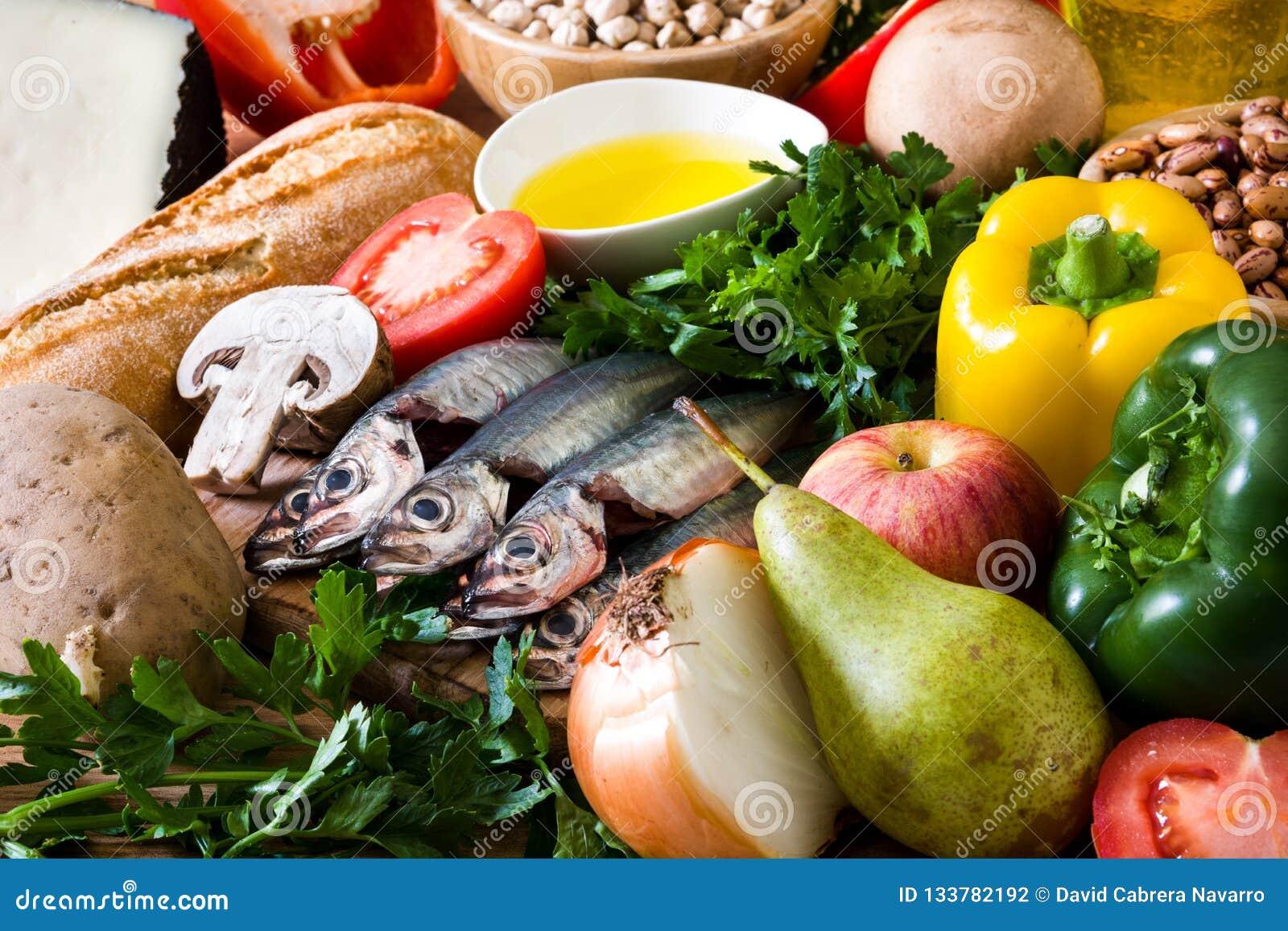 吃健康 地中海的饮食 水果、菜、五谷、胡说的橄榄油和鱼