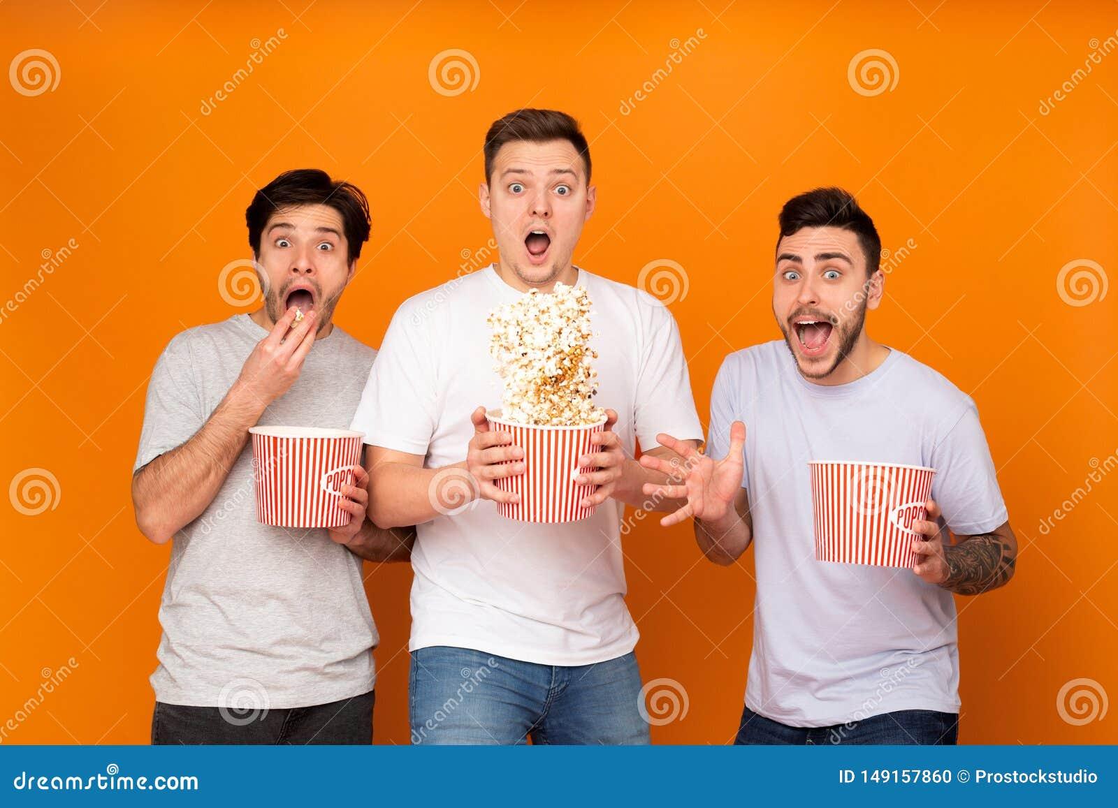 吃玉米花和观看可怕电影的震惊人