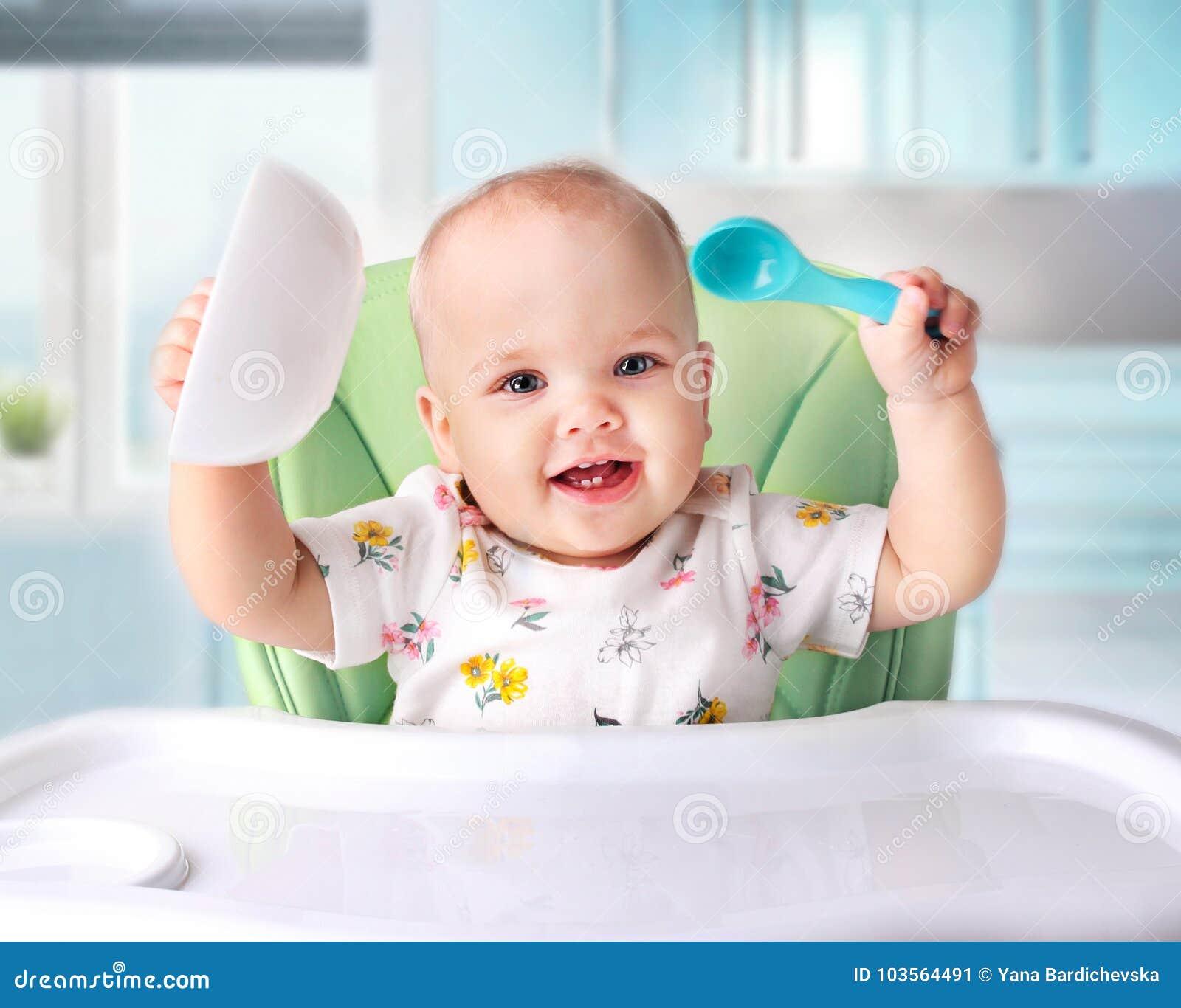 吃的婴孩,儿童` s营养