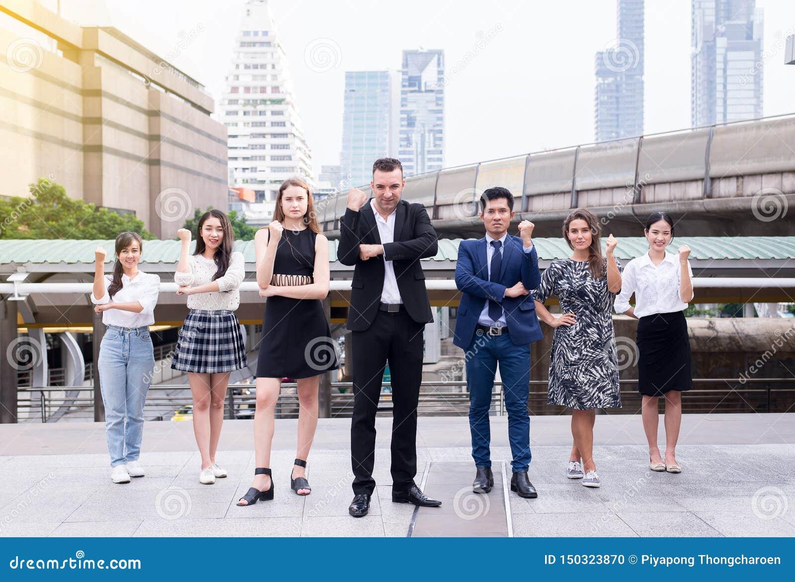 合并和承购,成功的小组企业变化人,队成功成就手举或拖延拳头