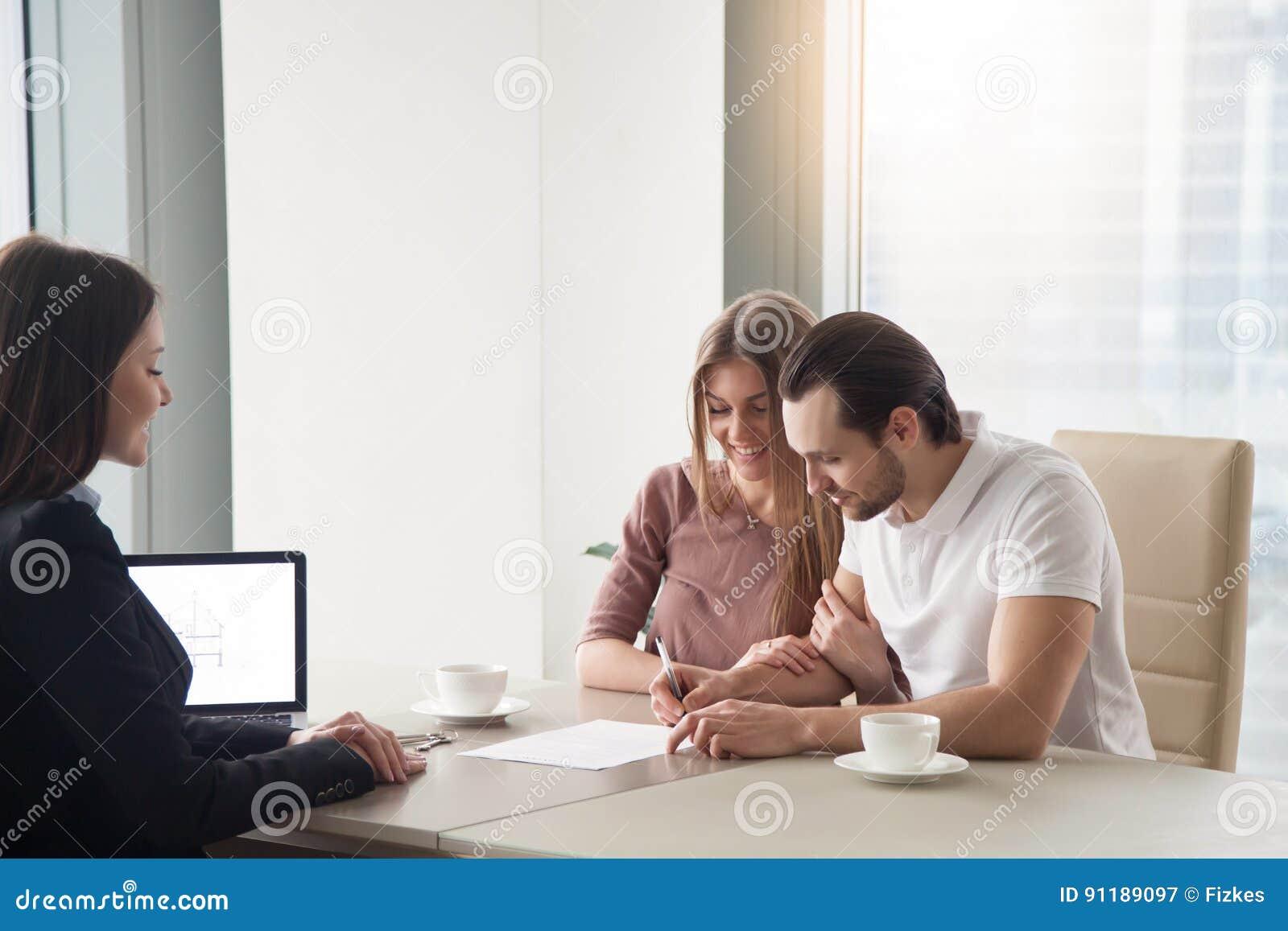 结合购买,租赁公寓,签协议合同