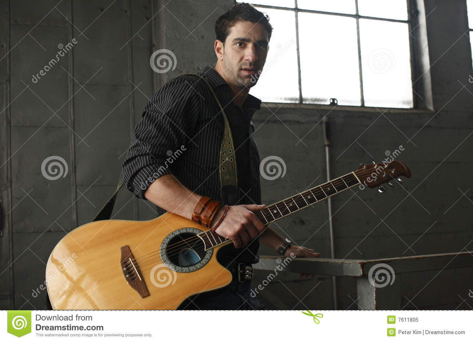吉他他的人