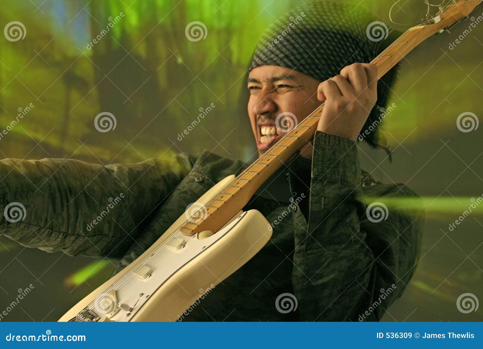 Download 吉他演奏员 库存图片. 图片 包括有 晒裂, 仪器, 爵士乐, 流行音乐, 电子, 作用, 电镀物品, 声音 - 536309