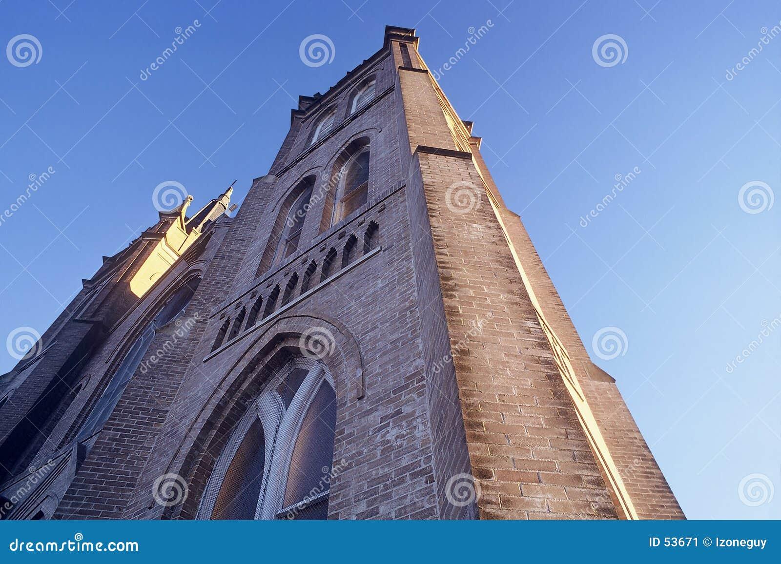 向天空到达的教会