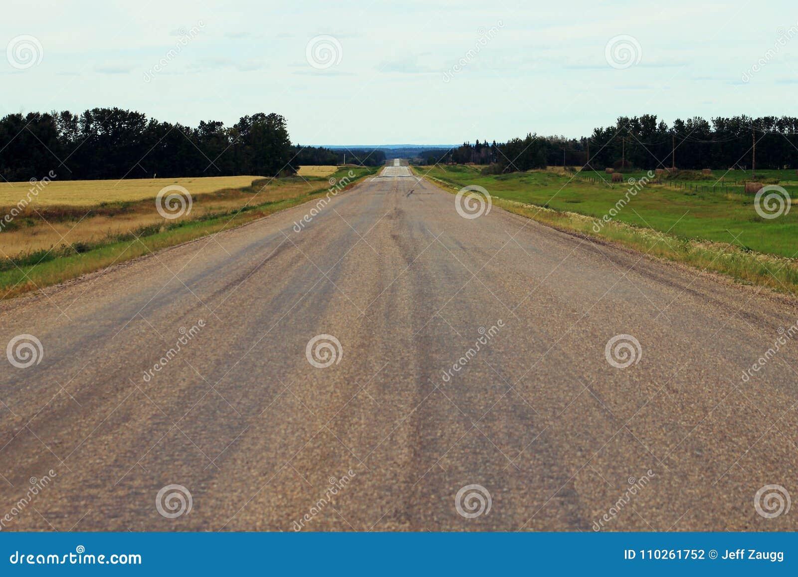向无处的长的乡下公路