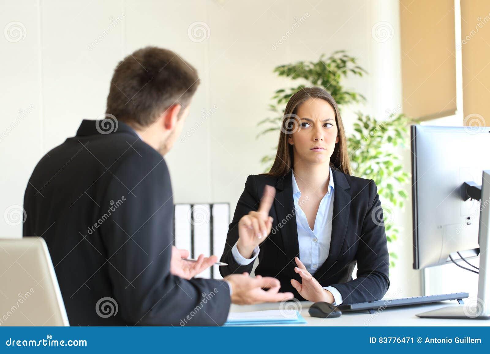 否认某事的上司雇员
