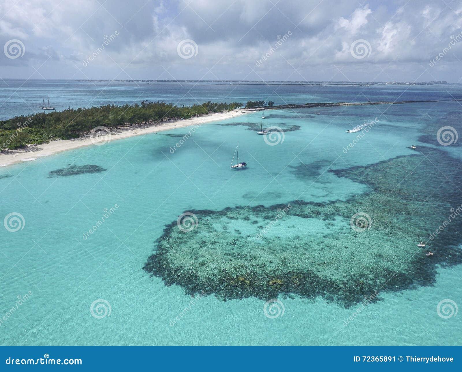 含沙脚趾海岛,巴哈马看法靠岸
