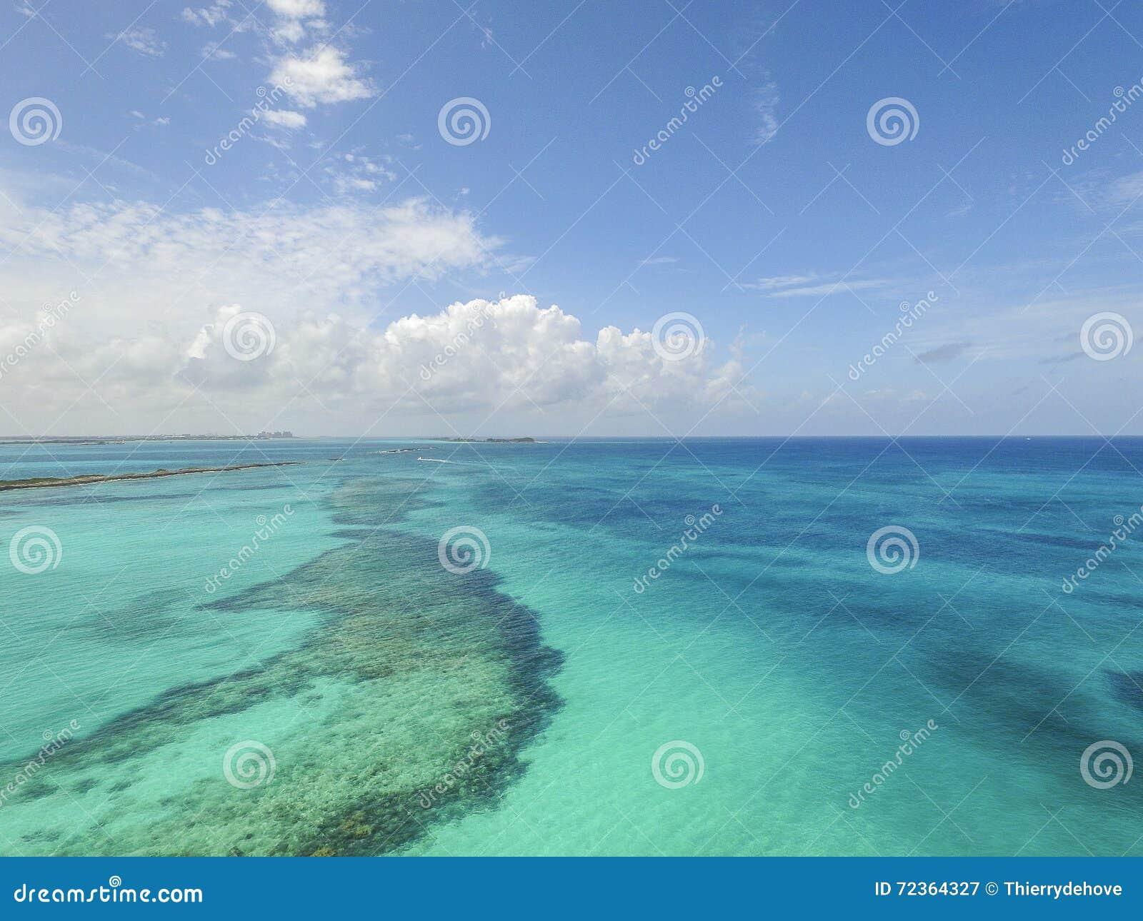 含沙脚趾海岛,巴哈马鸟瞰图靠岸