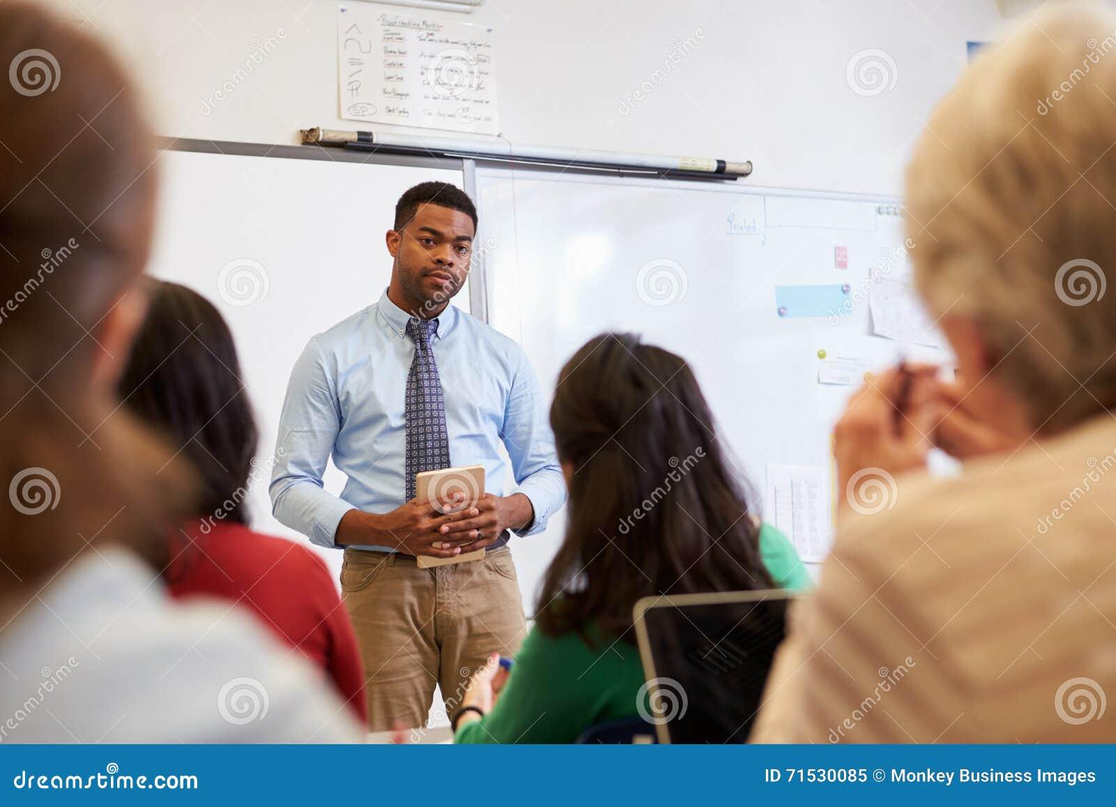 听学生的男老师在成人教育类