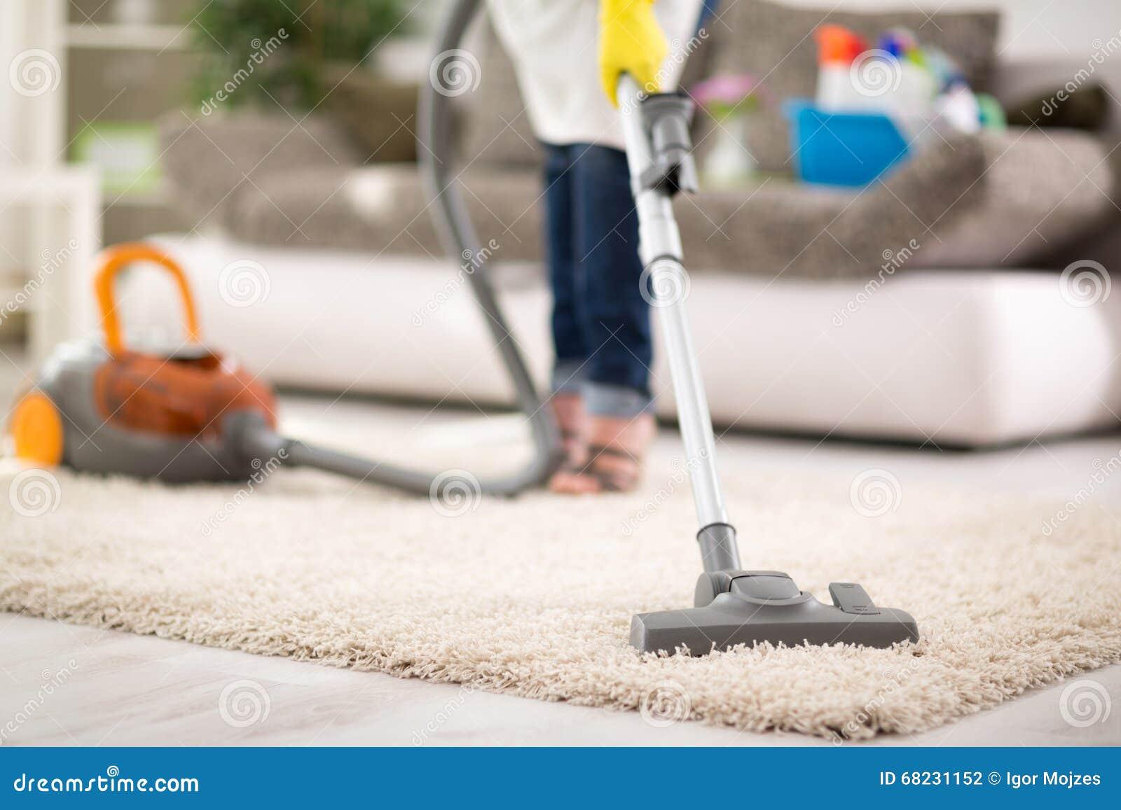 吸尘的地毯