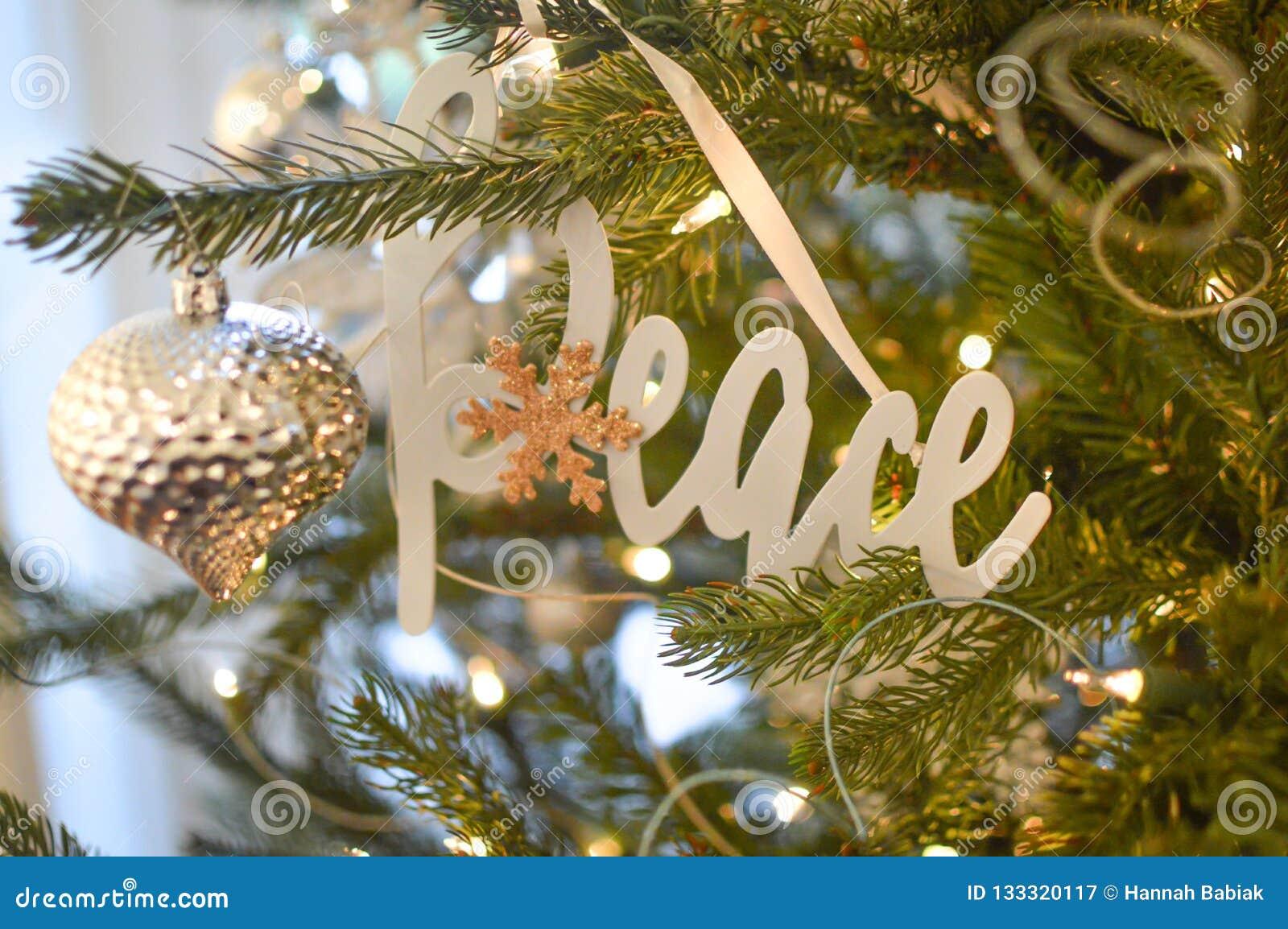 和平-银色圣诞树装饰品-装饰