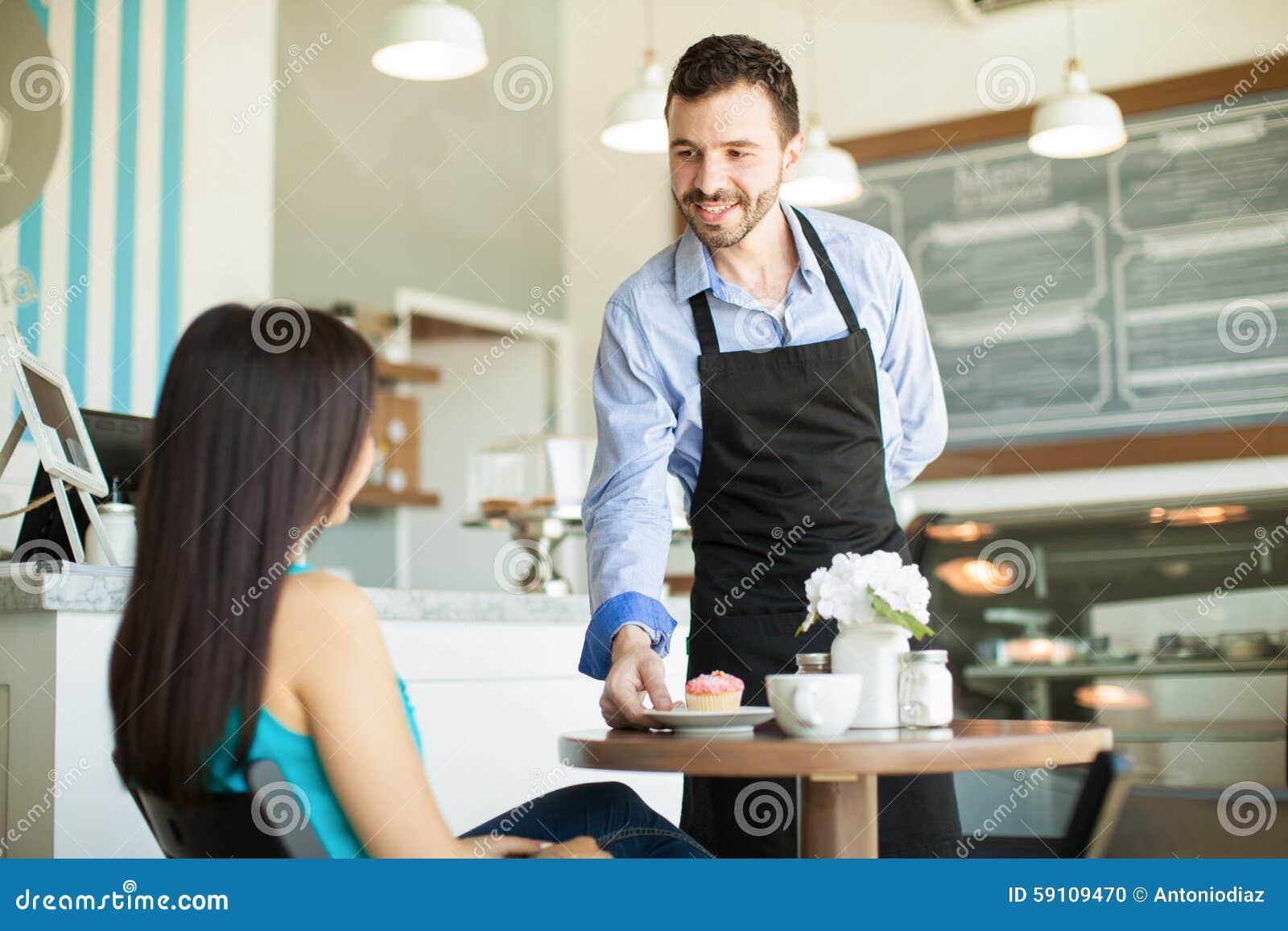 咖啡店的侍者