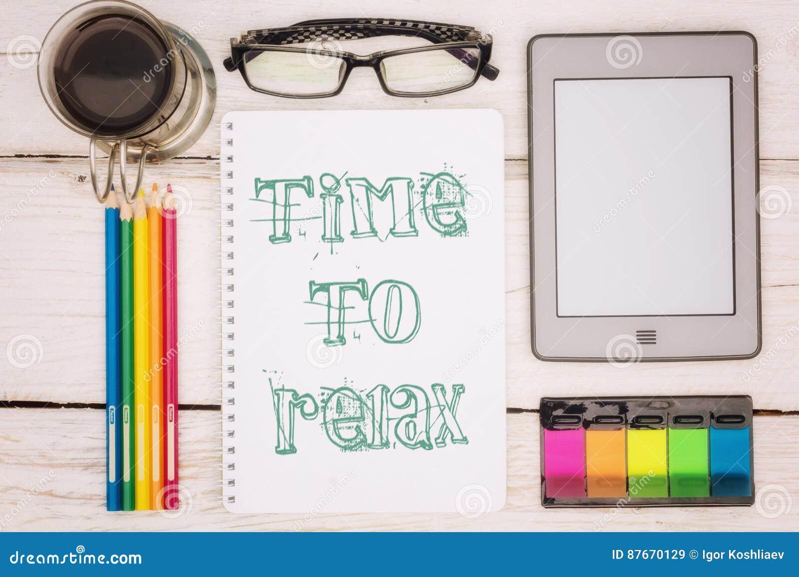 咖啡杯、笔记本和ebook