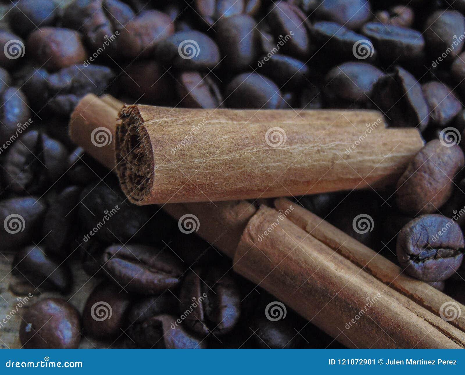 咖啡豆用巧克力和桂香