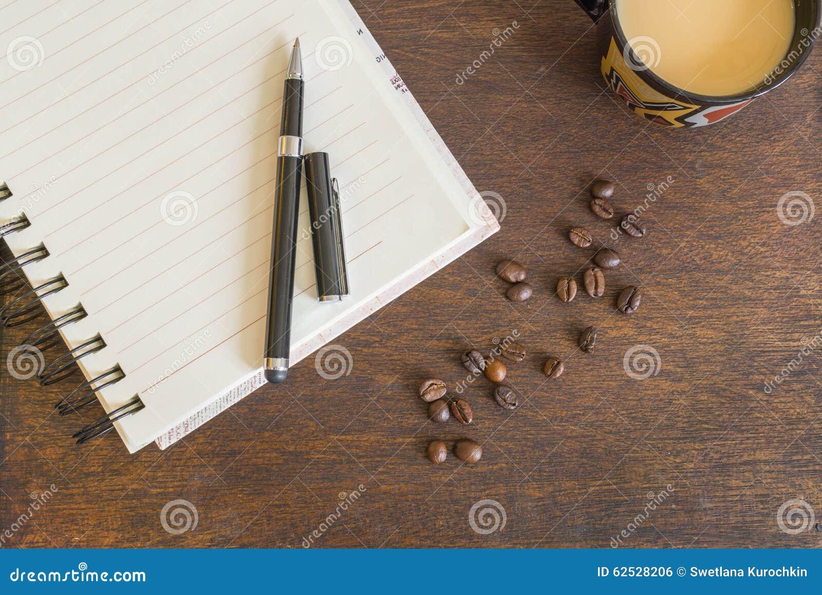 咖啡豆,咖啡,在木甲板的笔记本