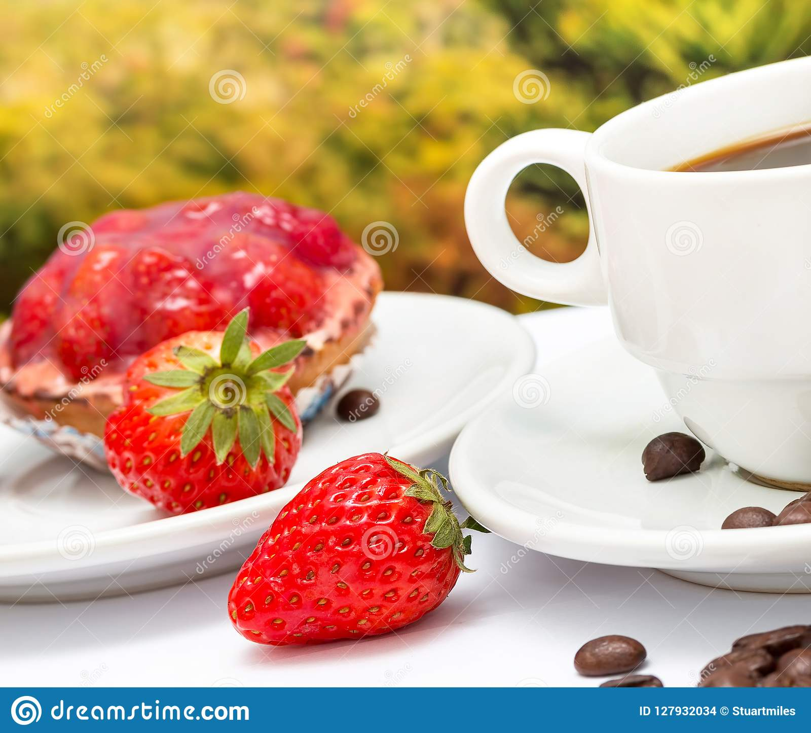 咖啡酸的沙漠意味草莓饼和脱咖啡因咖啡