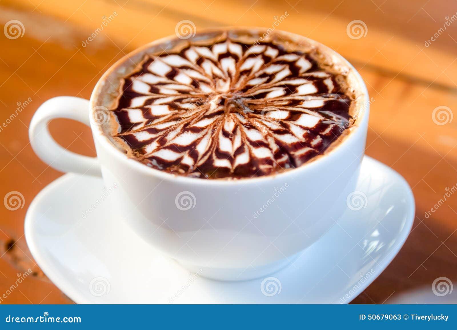 Download 咖啡 库存图片. 图片 包括有 泡沫, 牛奶, 杯子, 仍然, 艺术, 制动手, 背包, 颜色, 贝蒂, latte - 50679063