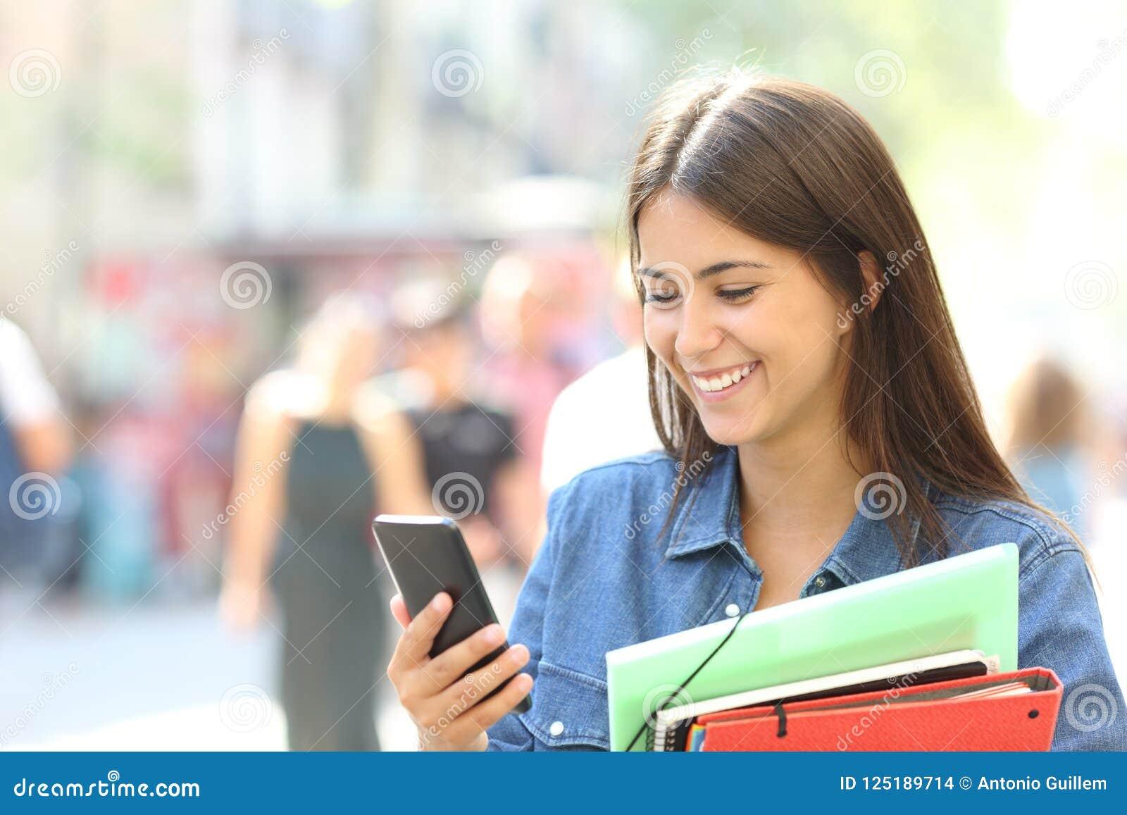 咨询在电话的学生网上信息