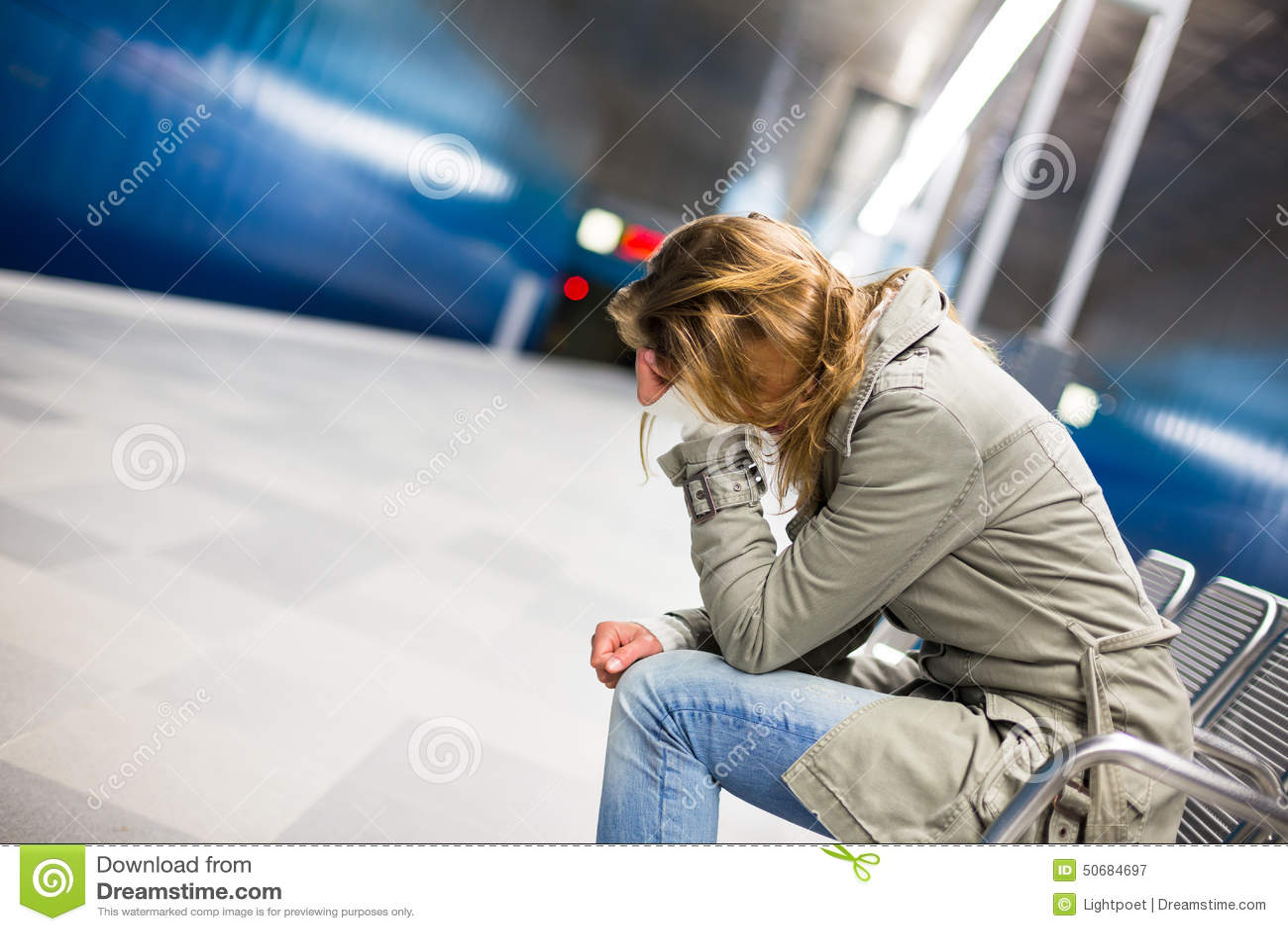 Download 哀伤和单独在一个大城市 库存图片. 图片 包括有 情感, 全能, 城市, 疲劳, 不适, 题头, 偏头痛 - 50684697