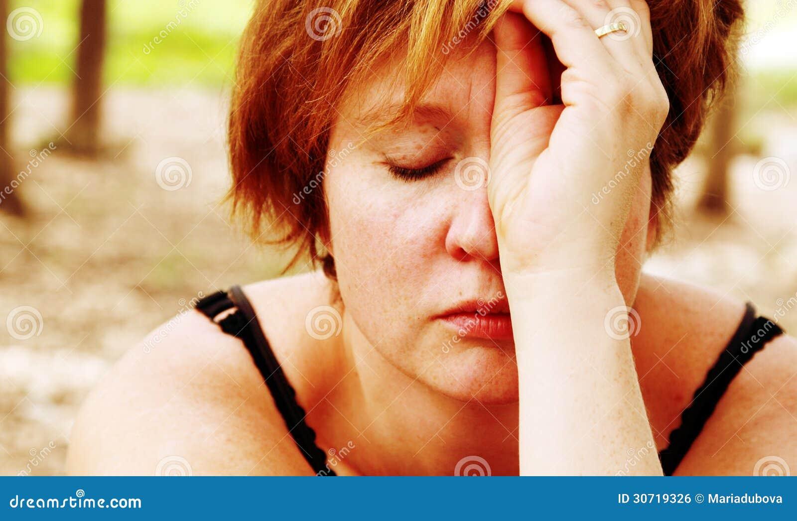 哀伤的红发妇女画象