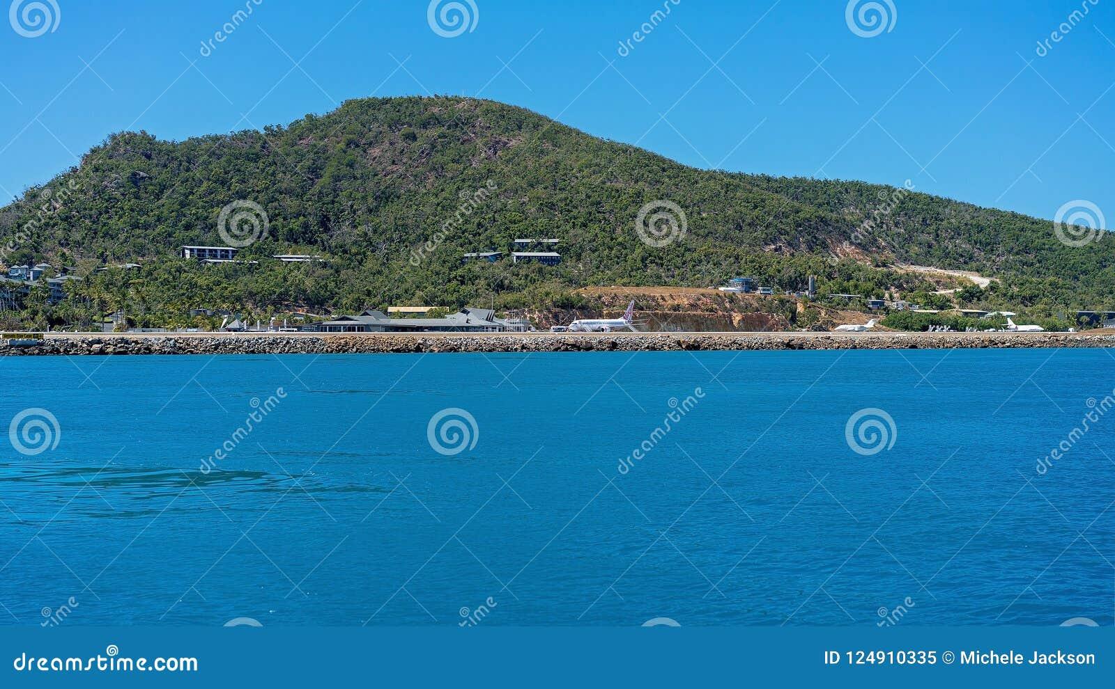 哈密尔顿岛, WHITSUNDAY海岛- 8月24日:在种族星期期间,在手段跑道的维尔京澳大利亚喷气机着陆 201 8月24日,