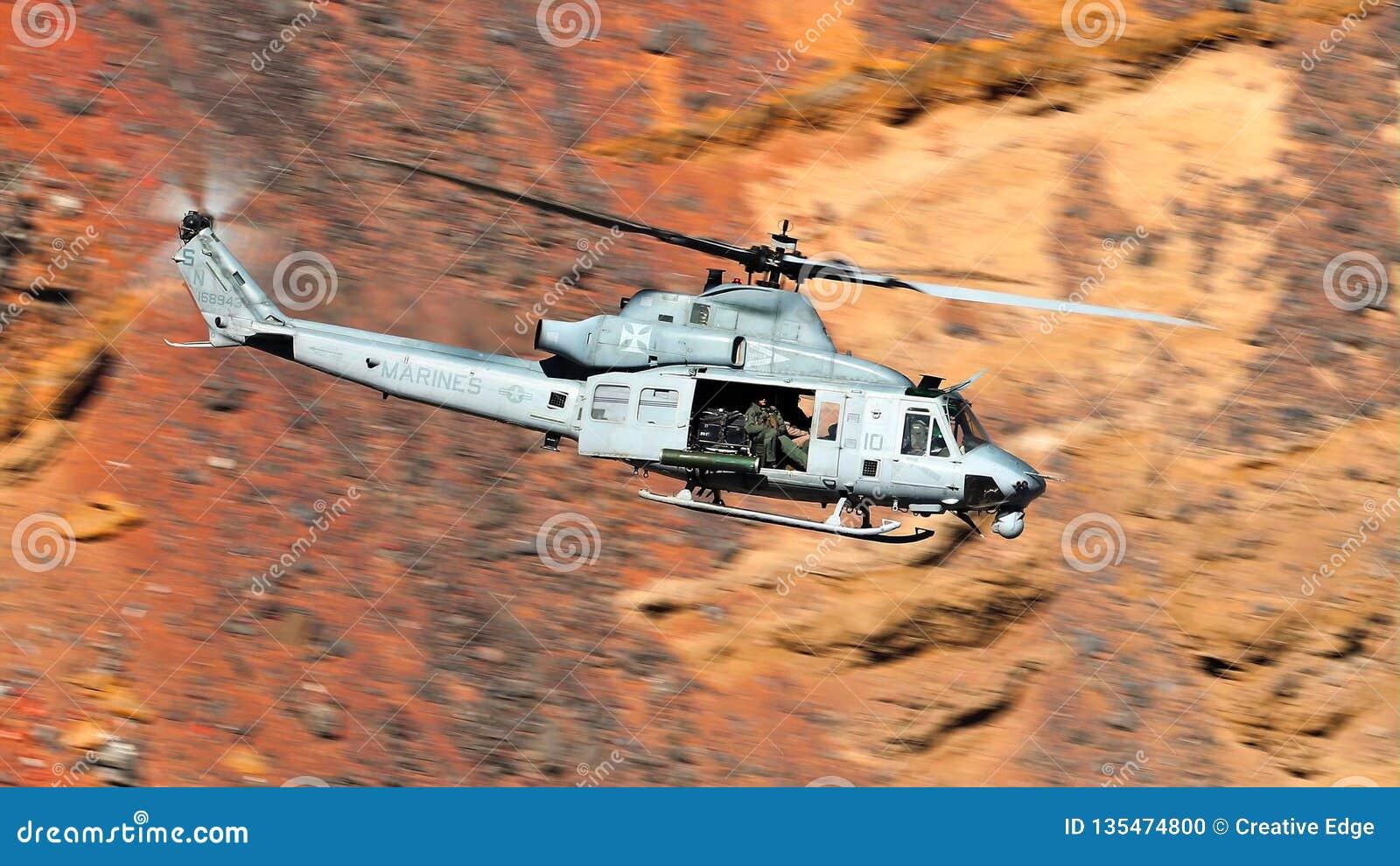 响铃UH-1易洛魁族的军用直升机,给休伊起绰号