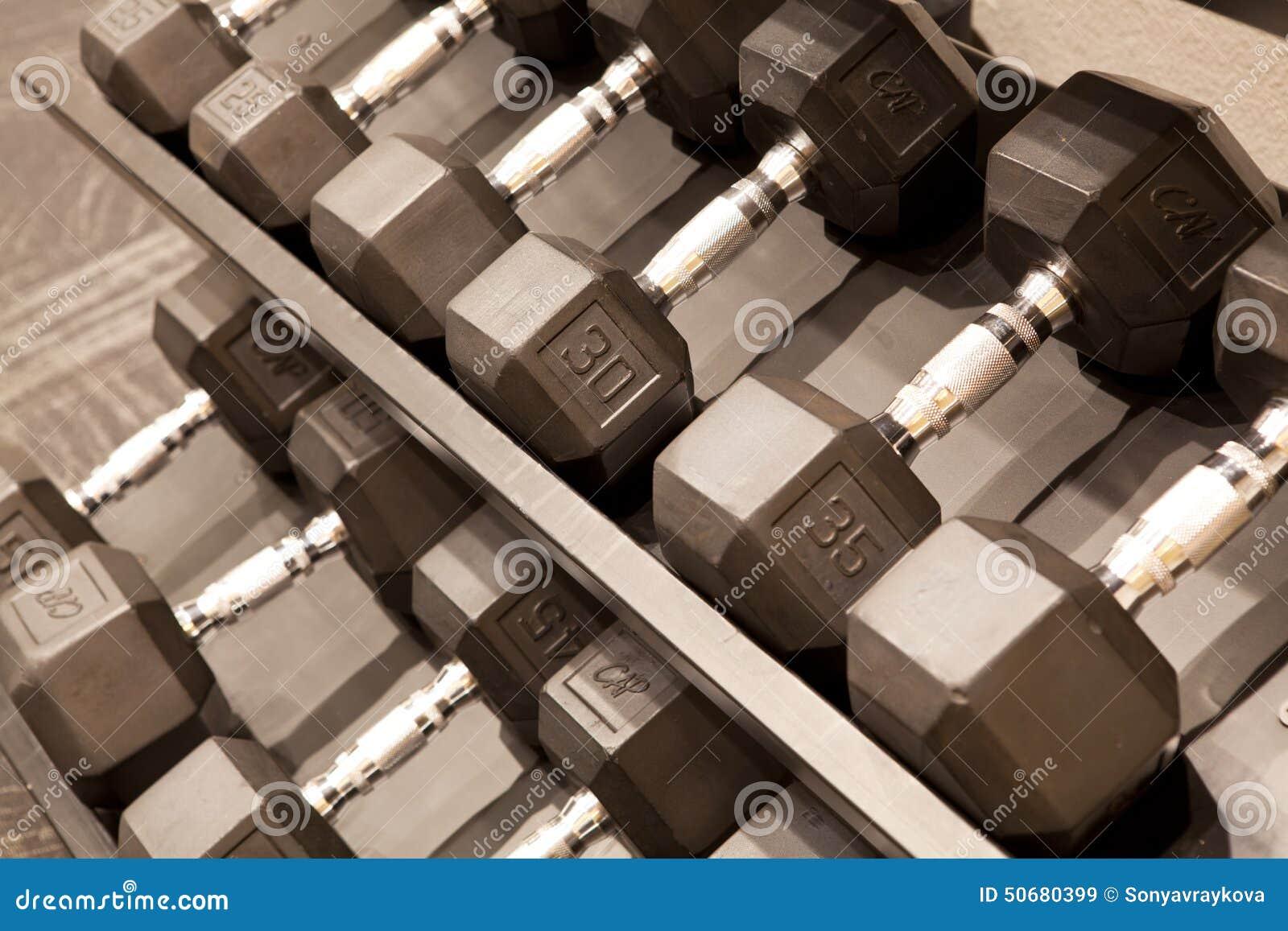 Download 哑铃 库存图片. 图片 包括有 关闭, 健身, 大厅, 重量, 哑铃, 培训, 体操, 不同, 体育运动 - 50680399